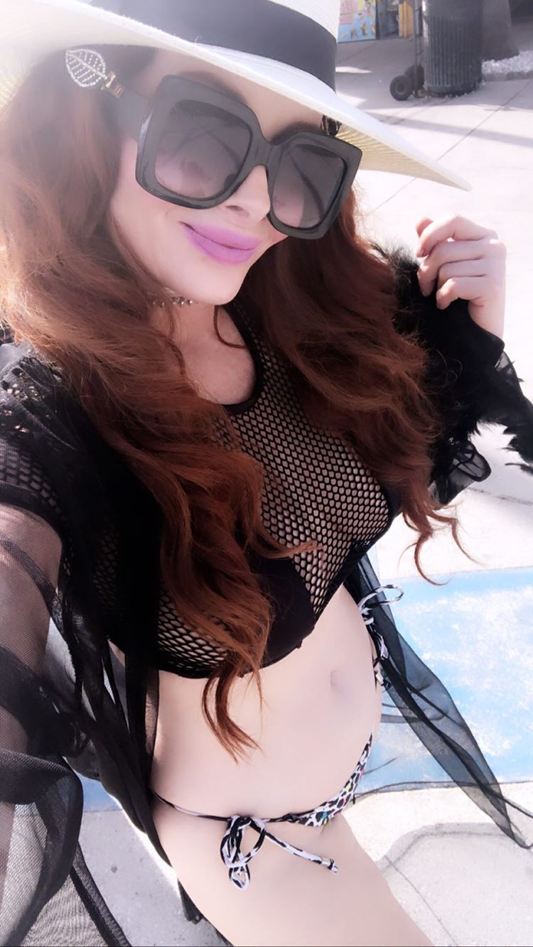 Phoebe Price Shows Off Her Curves In Venice Beach 0053