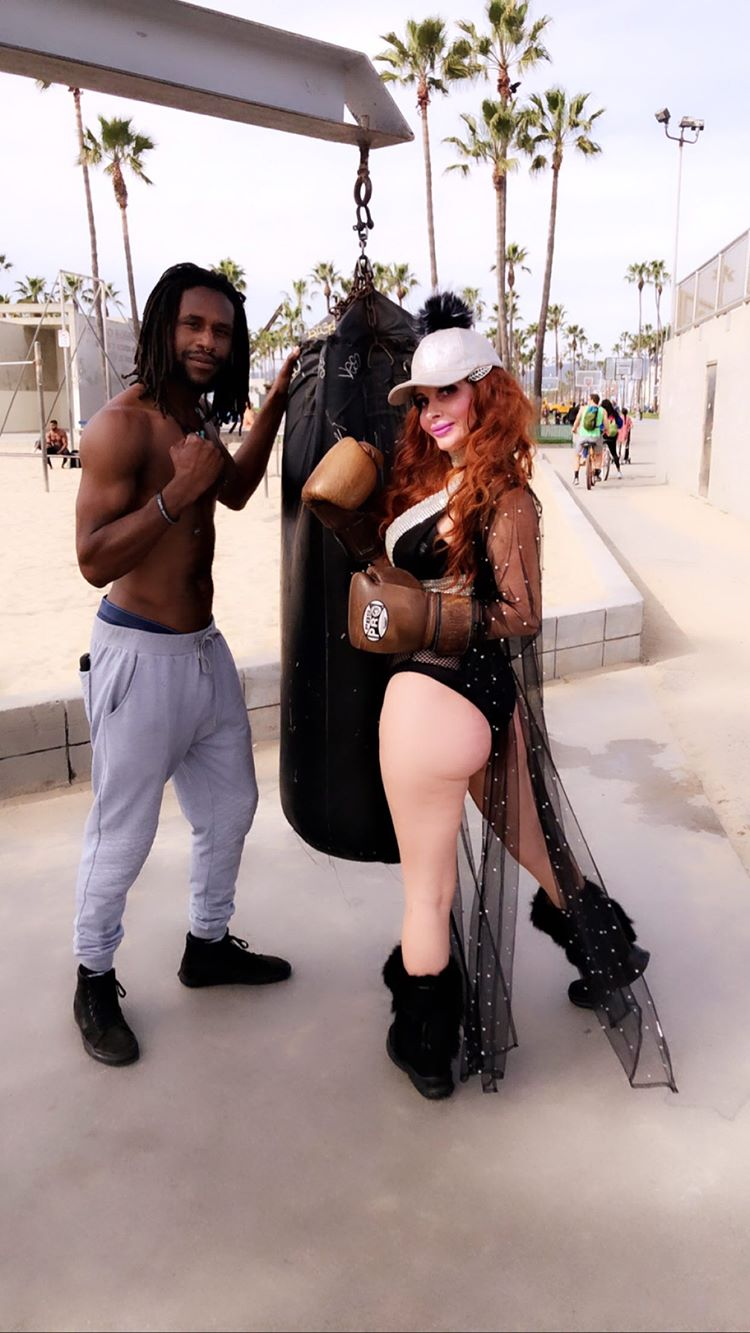 Phoebe Price Shows Off Her Curves In Venice Beach 0054
