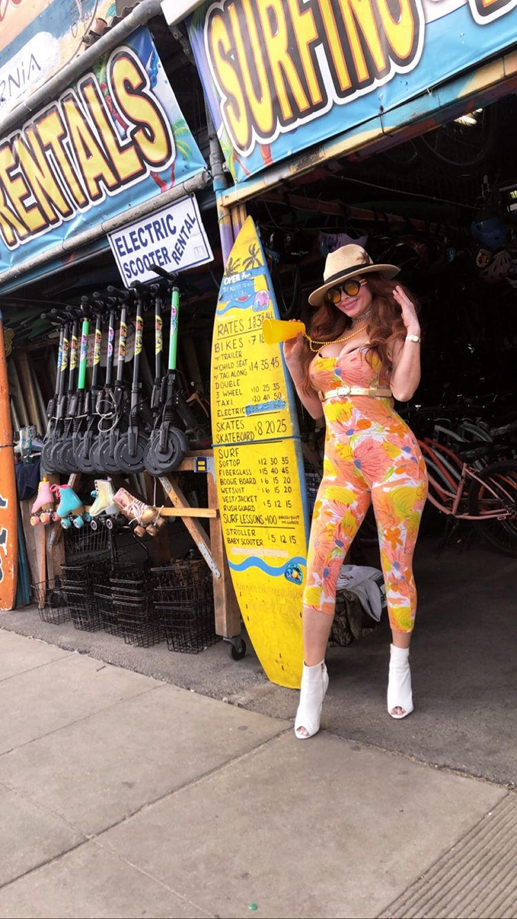 Phoebe Price Shows Off Her Curves In Venice Beach 0056