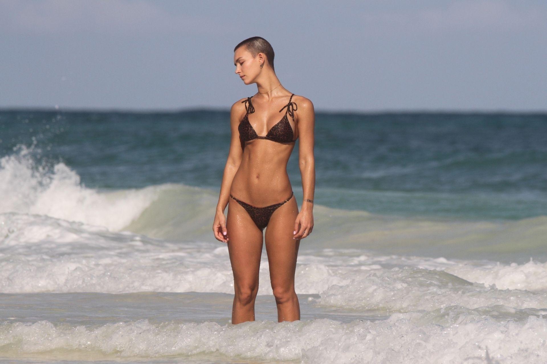 Rachel Cook, Hayley Warren Sexy 0028