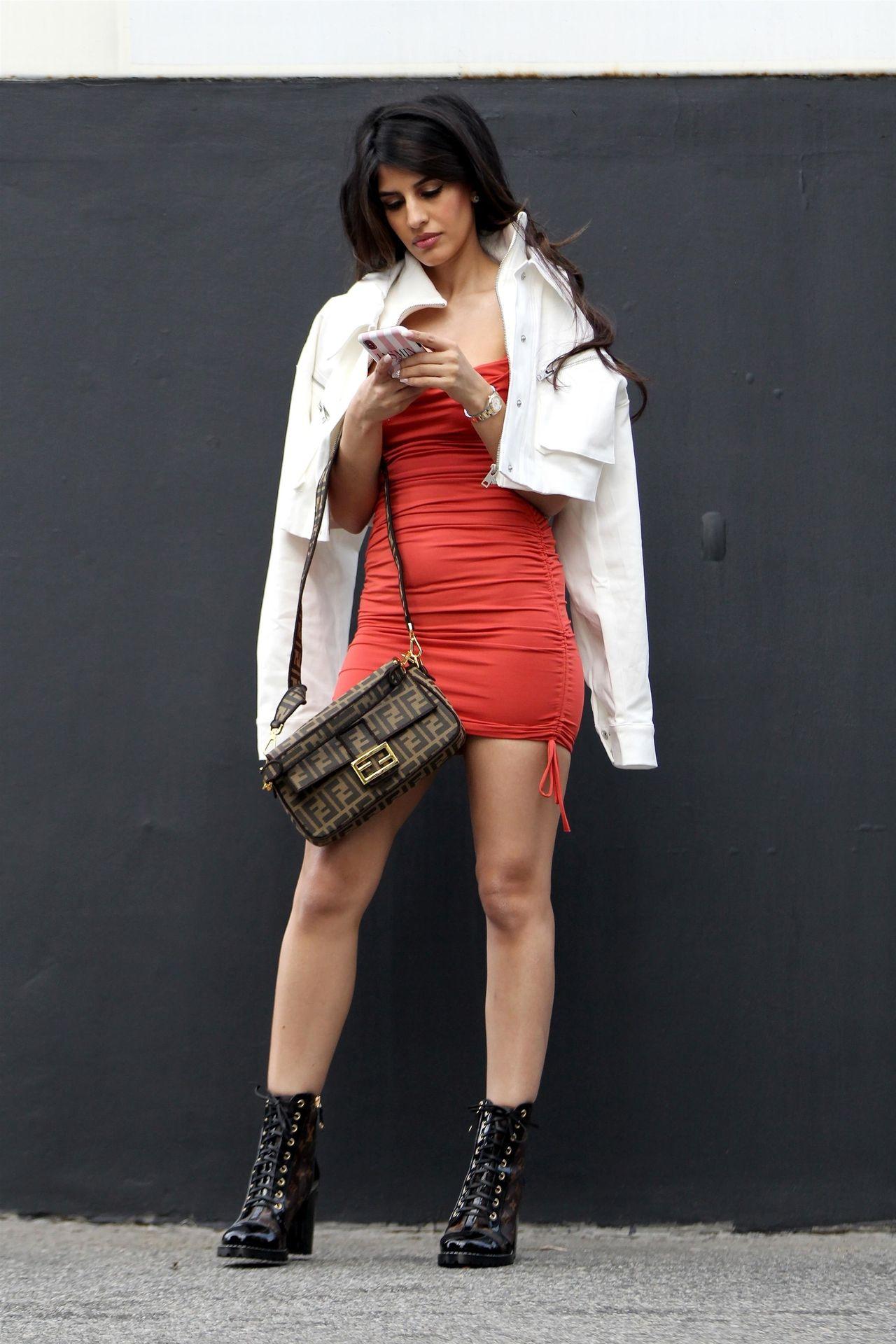 Sexy Jasmin Walia Starts Her Week At La Studio 0008