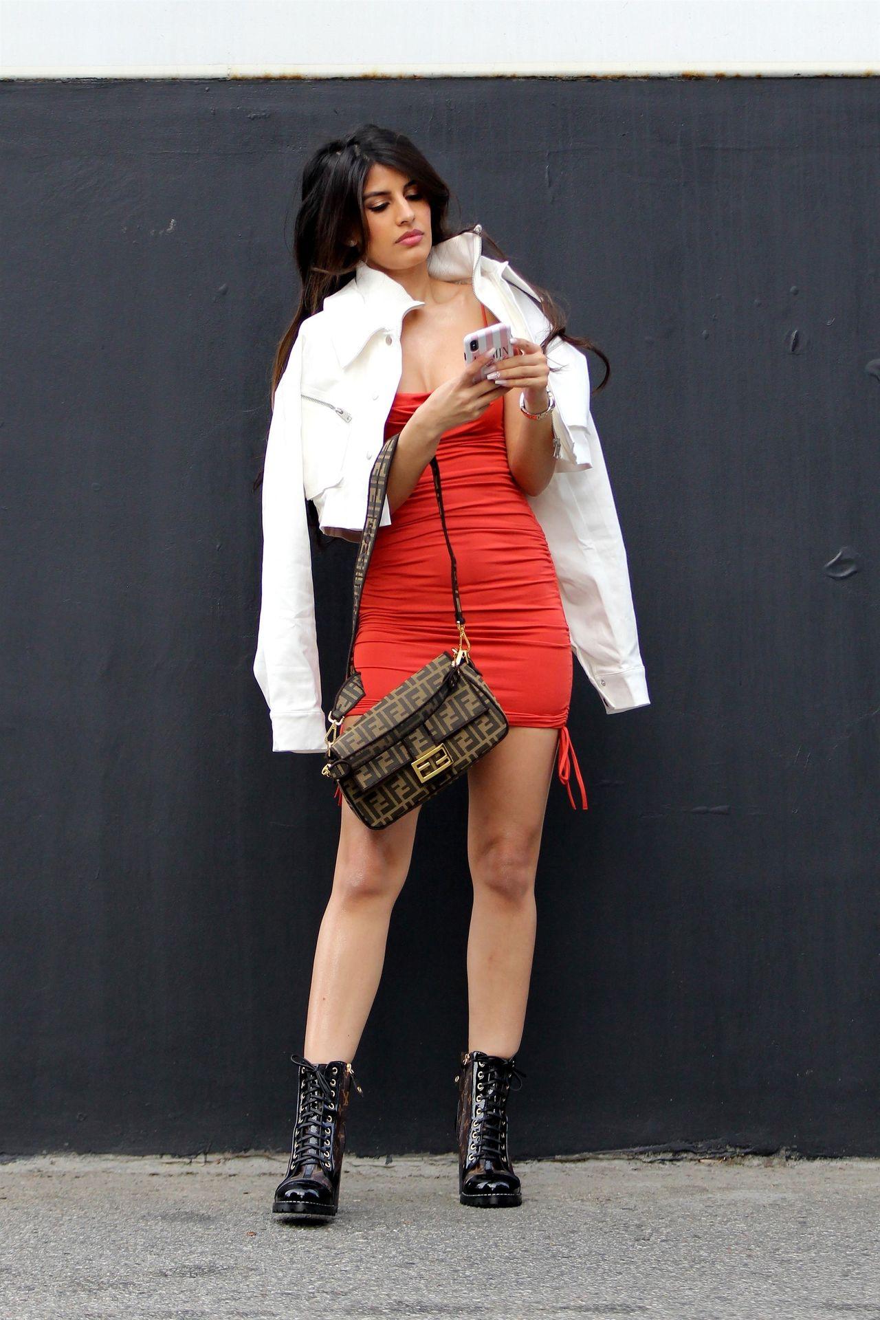 Sexy Jasmin Walia Starts Her Week At La Studio 0024