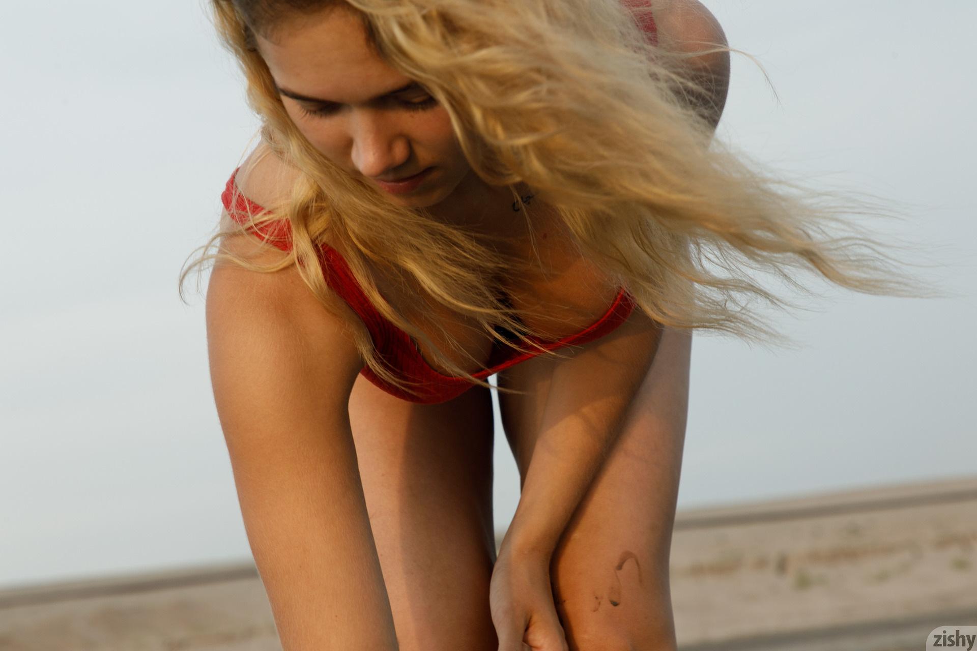 Sofia Orlova On Gryaznyy Beach Zishy (11)