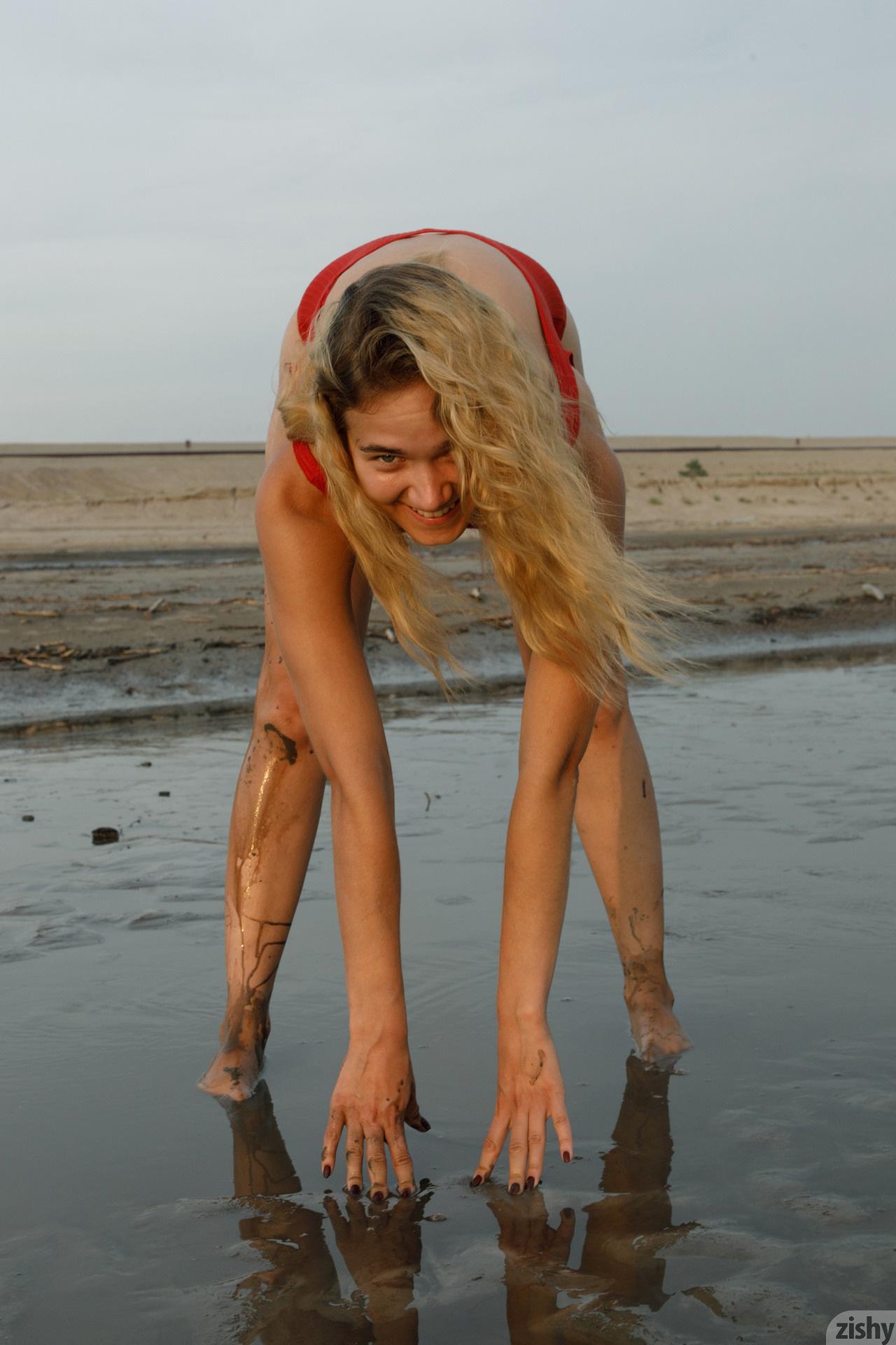 Sofia Orlova On Gryaznyy Beach Zishy (12)