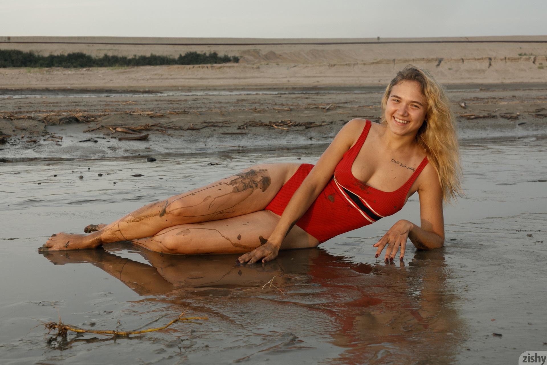 Sofia Orlova On Gryaznyy Beach Zishy (16)