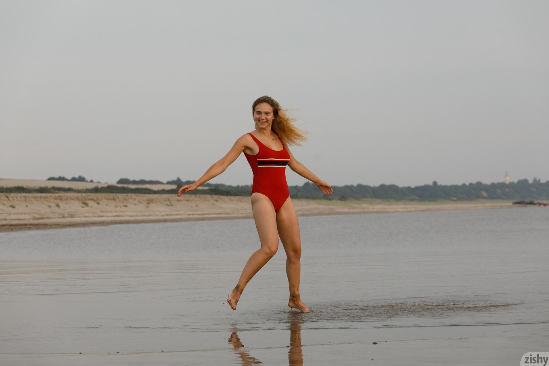 Sofia Orlova On Gryaznyy Beach Zishy (2)