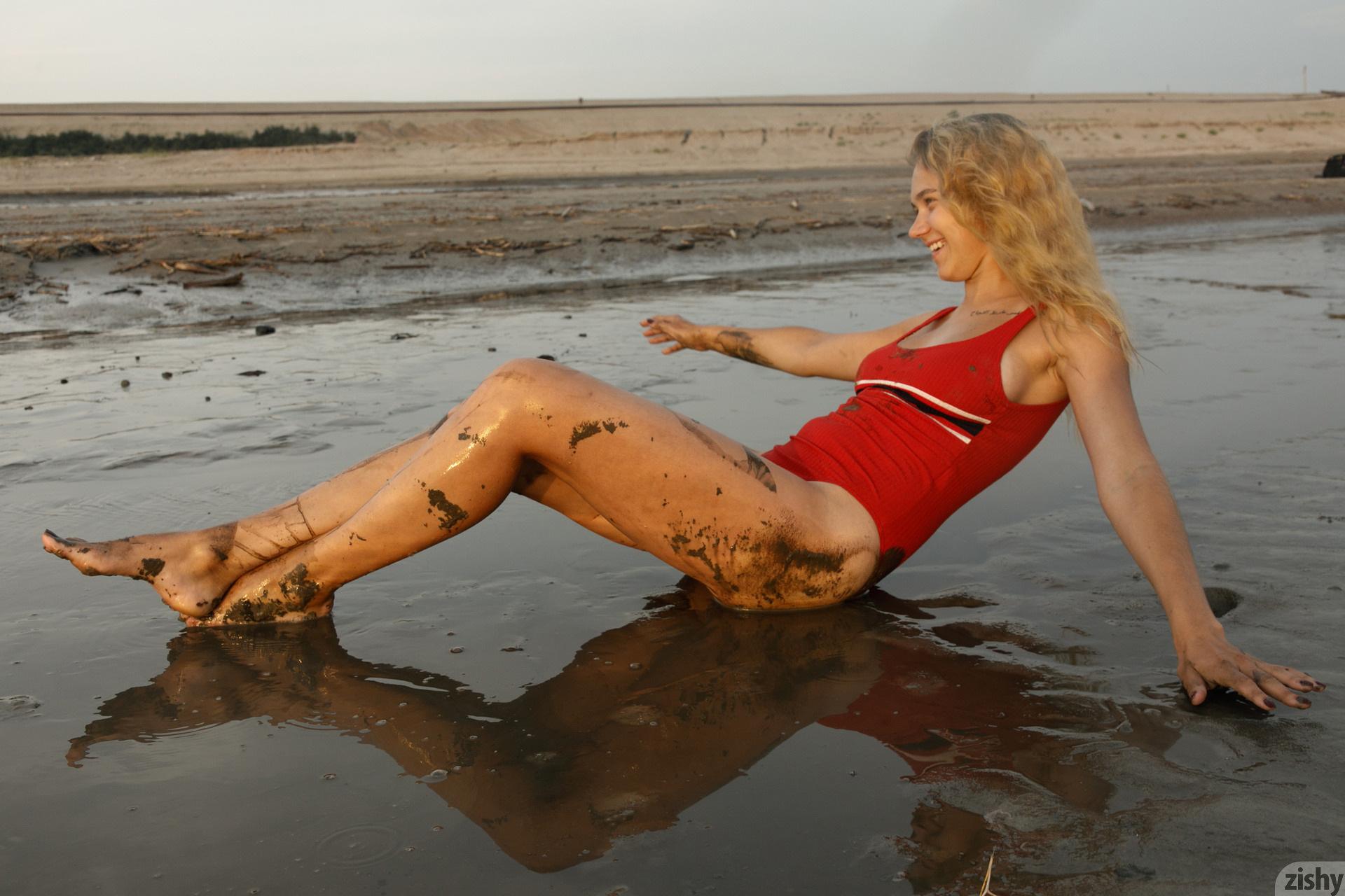 Sofia Orlova On Gryaznyy Beach Zishy (20)