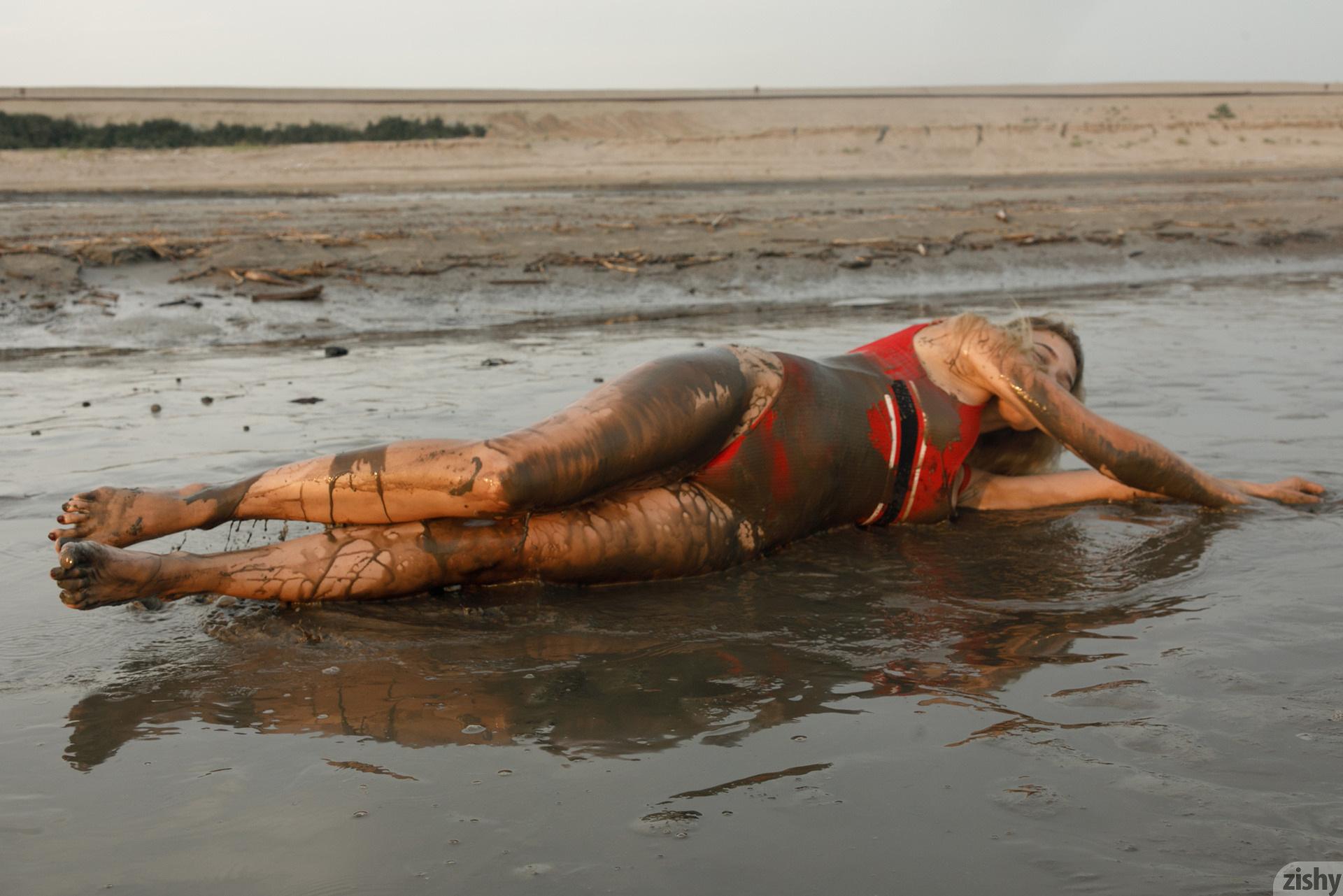 Sofia Orlova On Gryaznyy Beach Zishy (21)