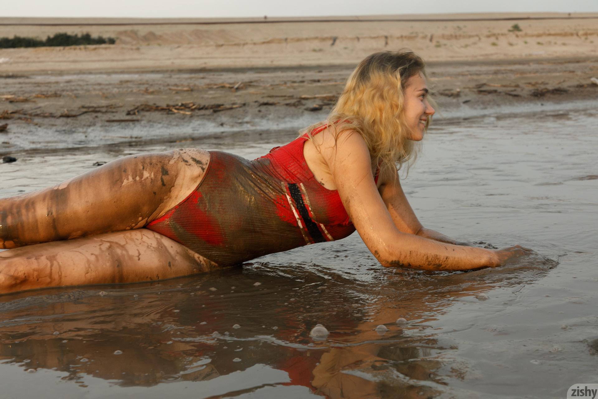 Sofia Orlova On Gryaznyy Beach Zishy (23)