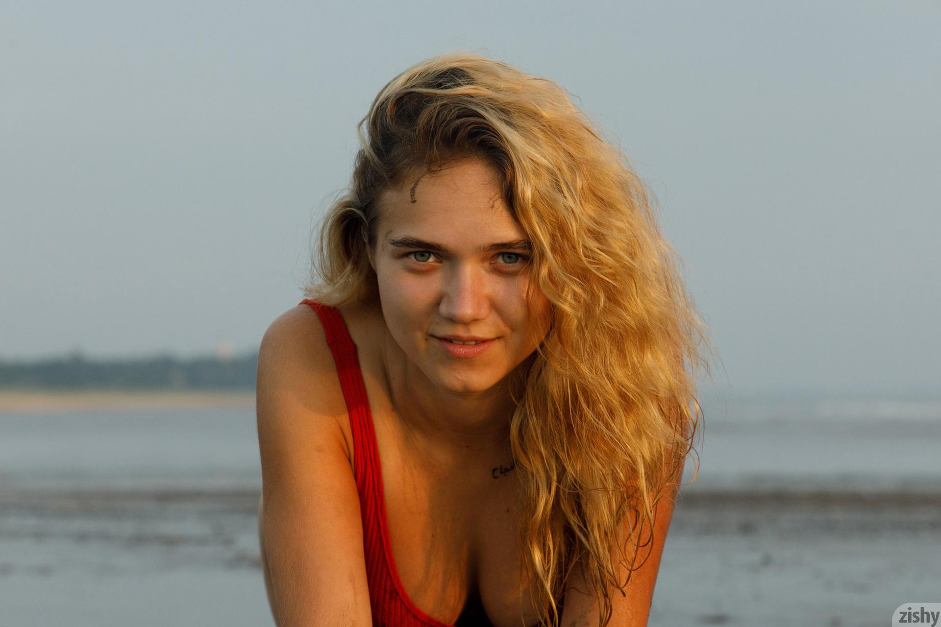 Sofia Orlova On Gryaznyy Beach Zishy (29)