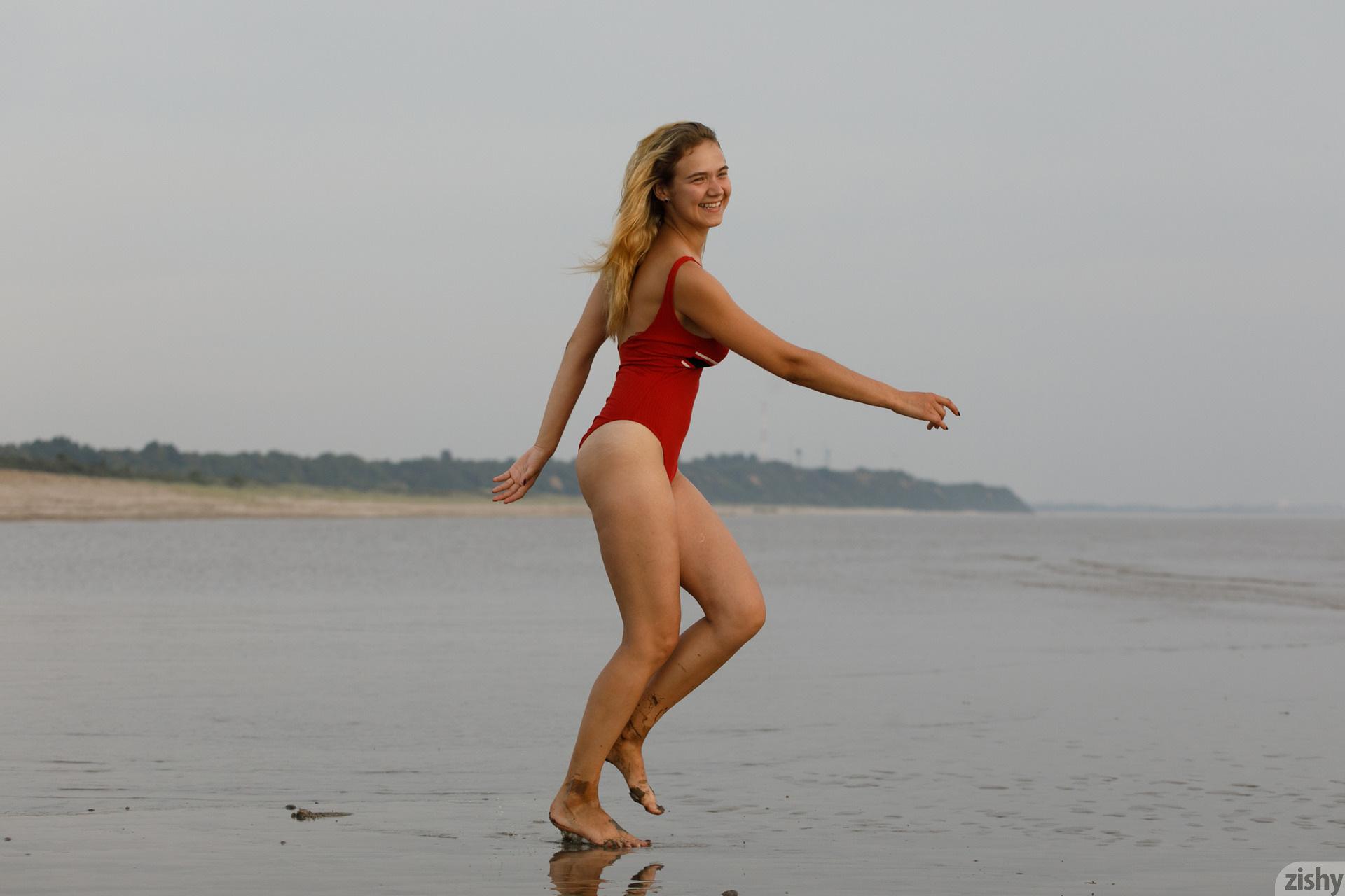 Sofia Orlova On Gryaznyy Beach Zishy (3)