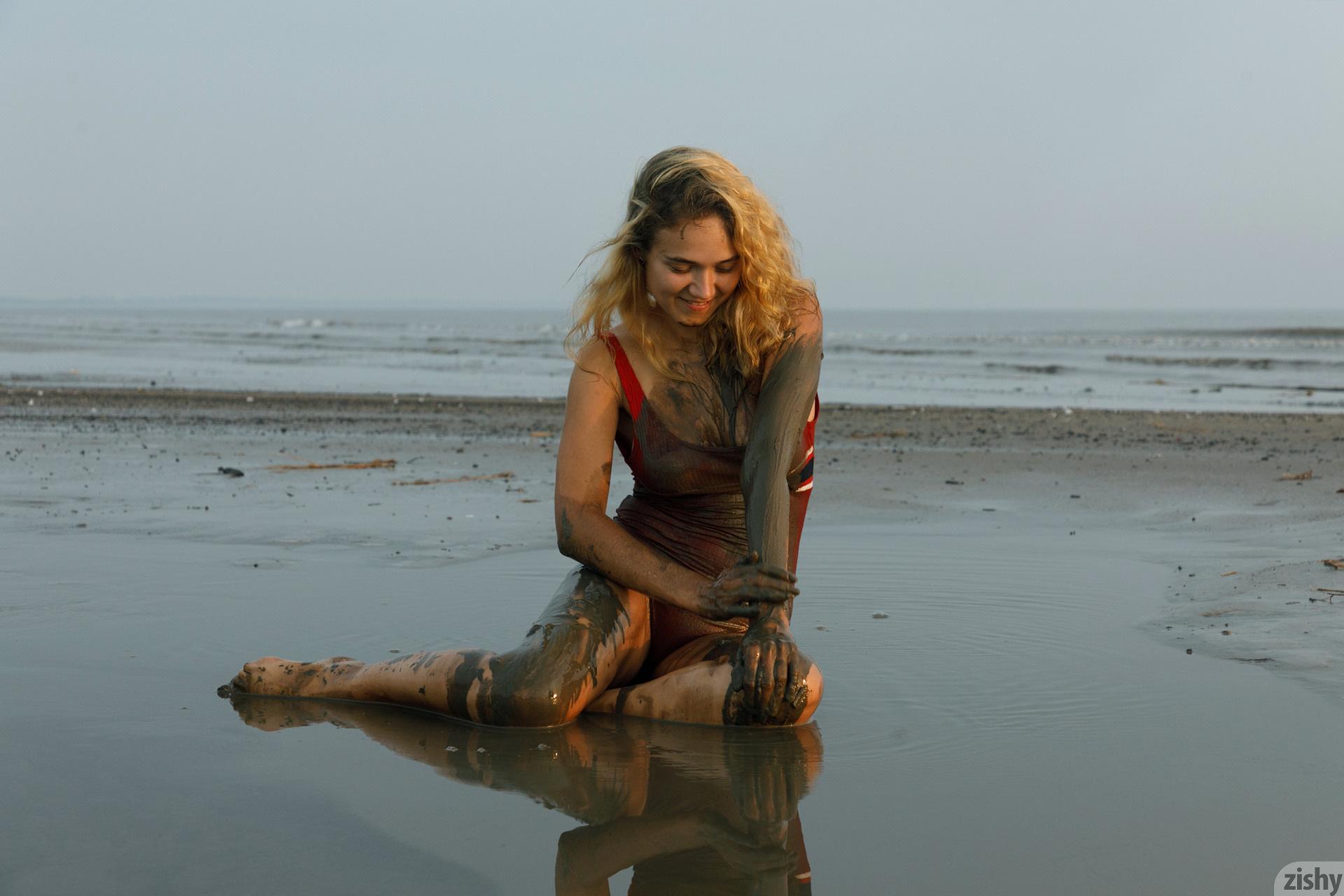 Sofia Orlova On Gryaznyy Beach Zishy (33)