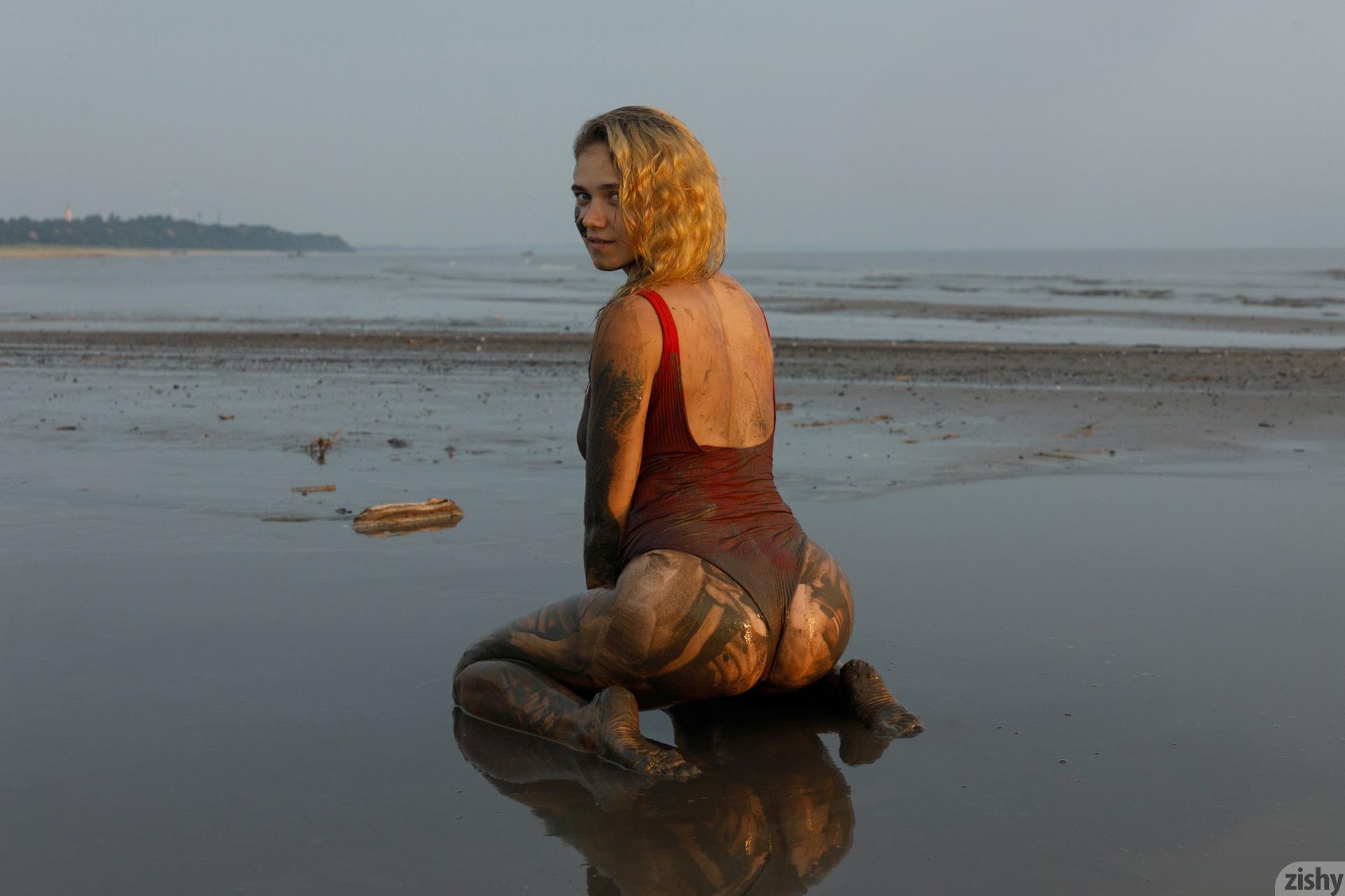 Sofia Orlova On Gryaznyy Beach Zishy (40)