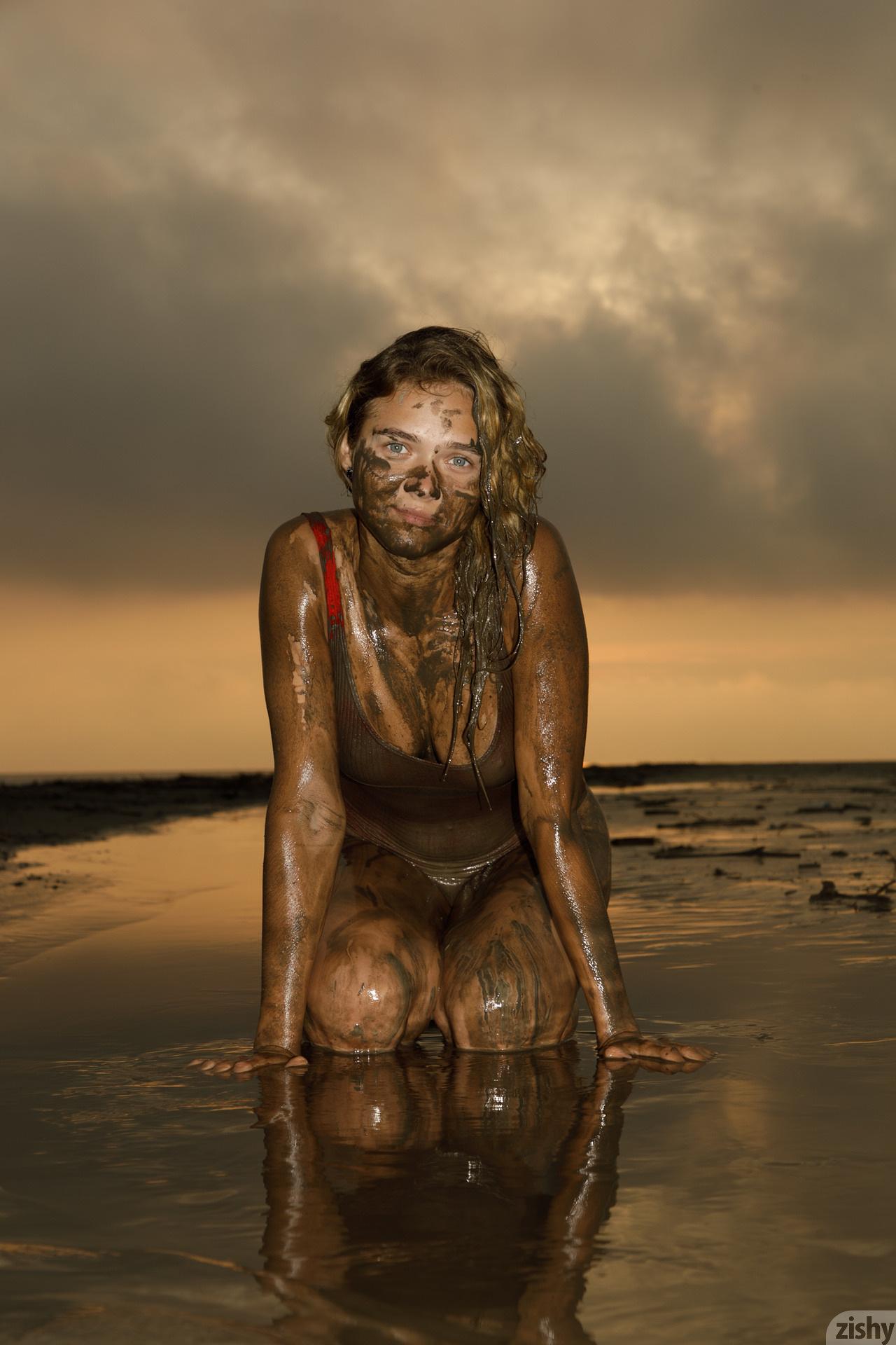 Sofia Orlova On Gryaznyy Beach Zishy (48)