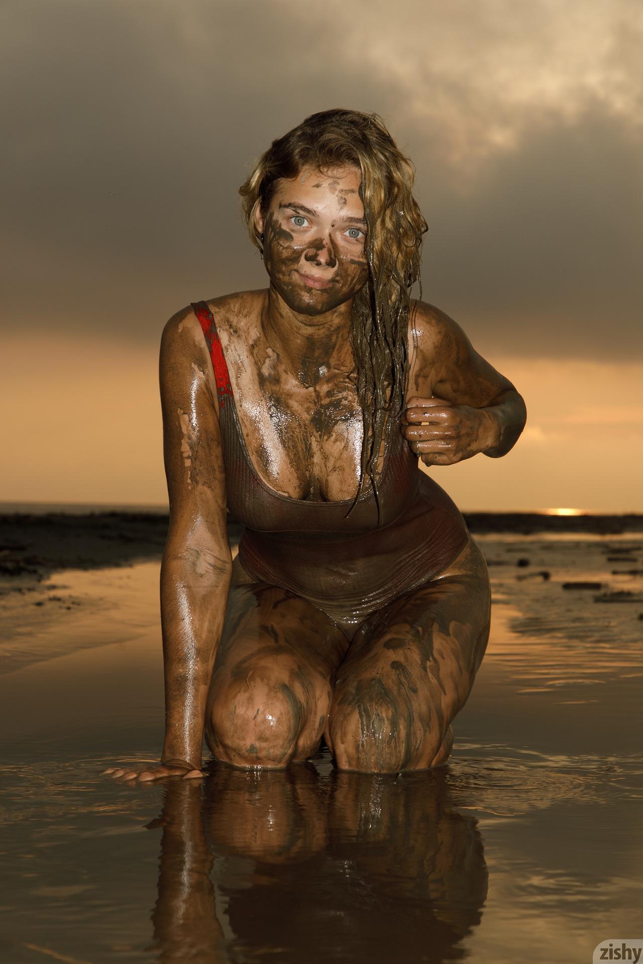 Sofia Orlova On Gryaznyy Beach Zishy (49)