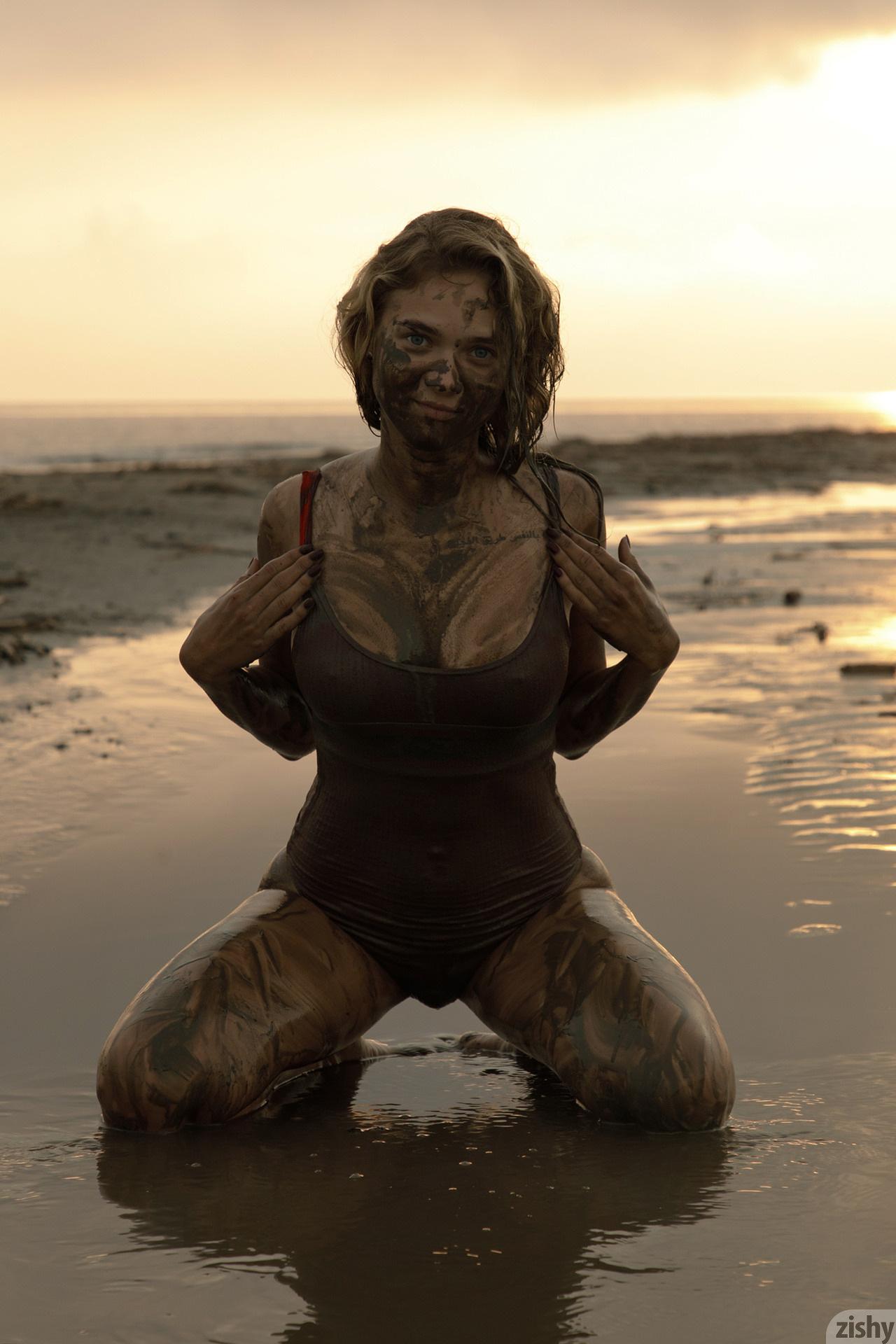 Sofia Orlova On Gryaznyy Beach Zishy (53)