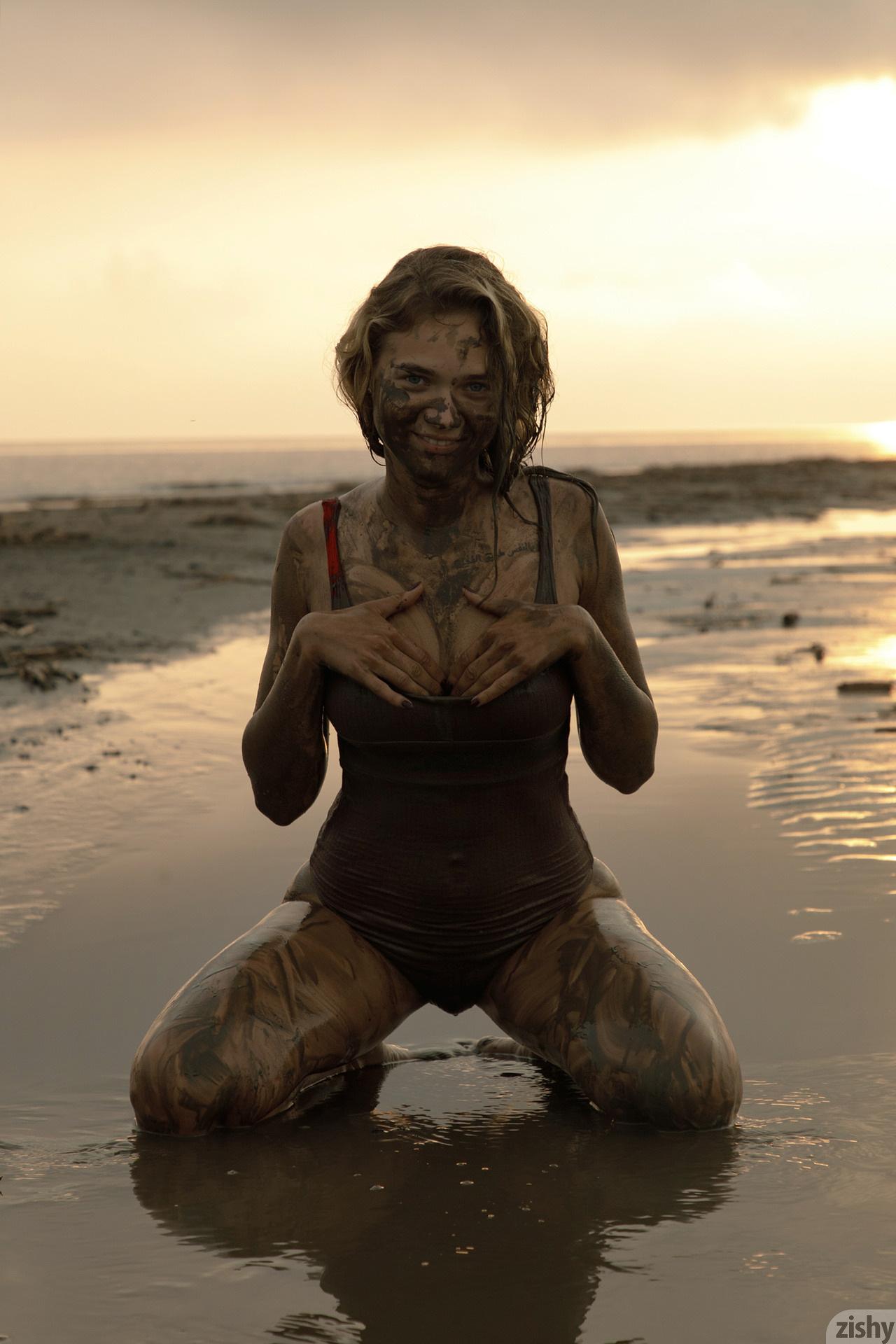 Sofia Orlova On Gryaznyy Beach Zishy (54)