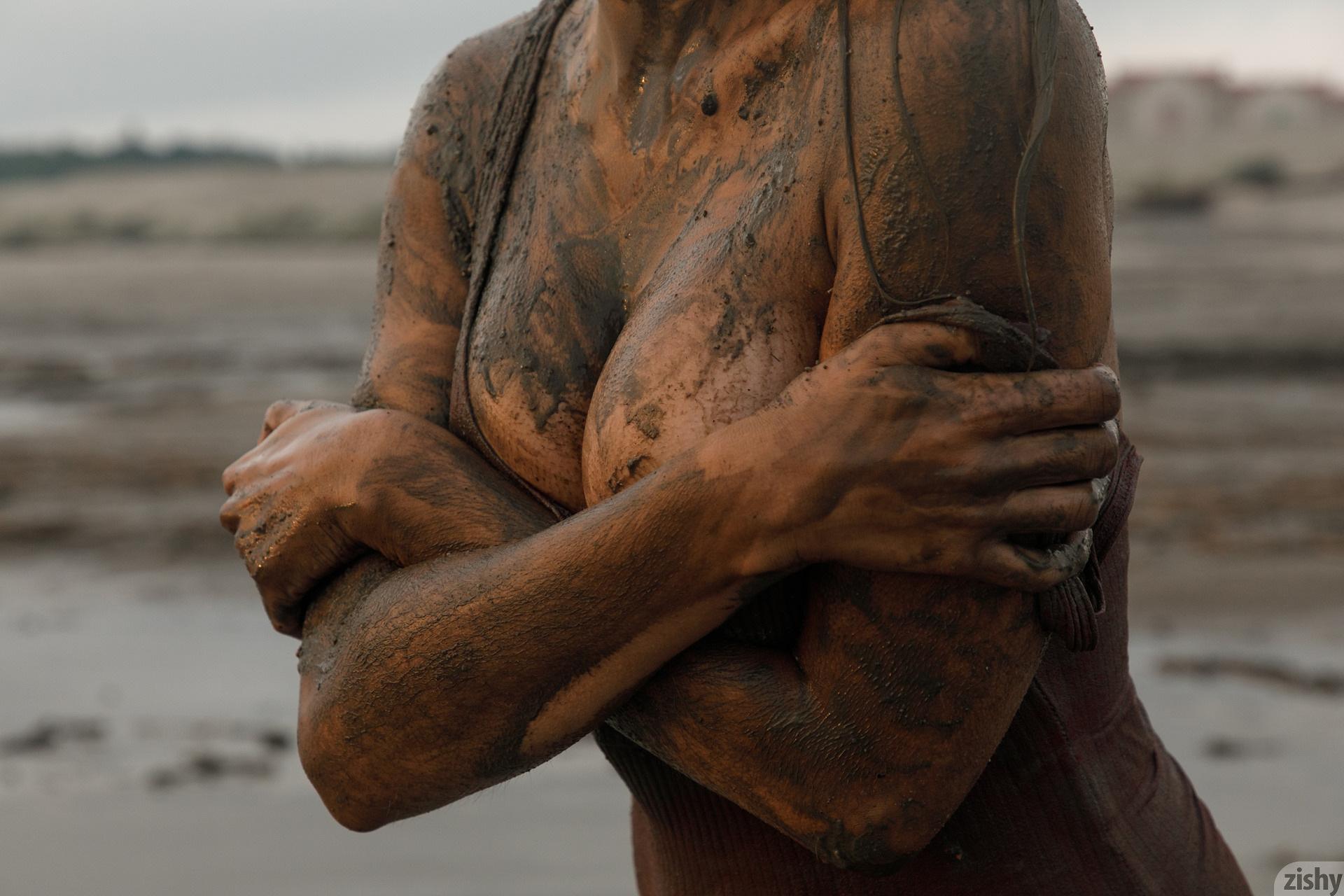 Sofia Orlova On Gryaznyy Beach Zishy (75)