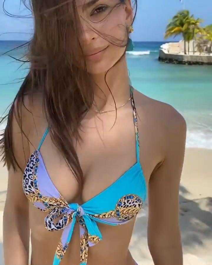 Emily Ratajkowski Displays Her Tits On The Beach 0006