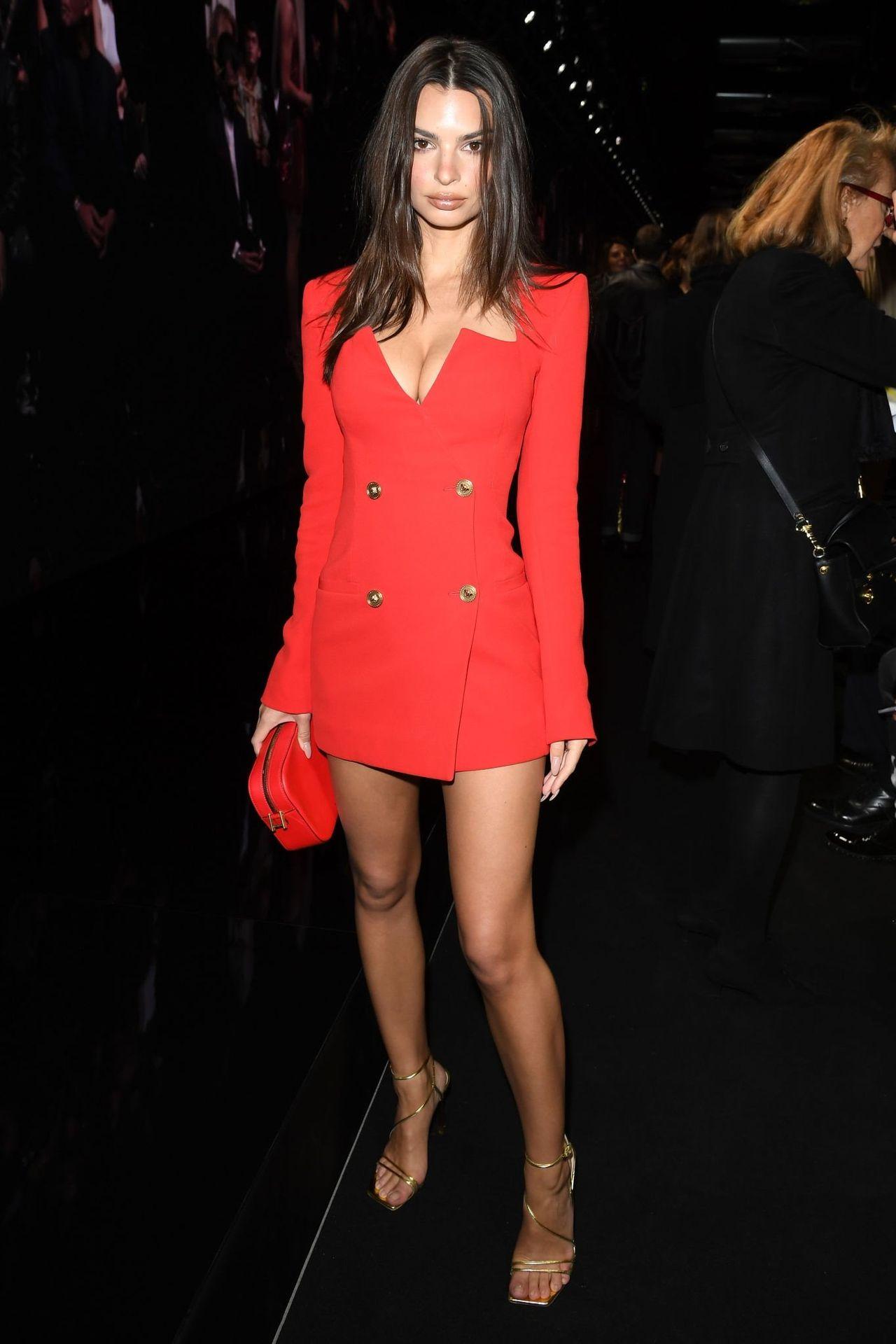 Emily Ratajkowski Stuns At The Versace Fashion Show During Milan Fashion Week 0005