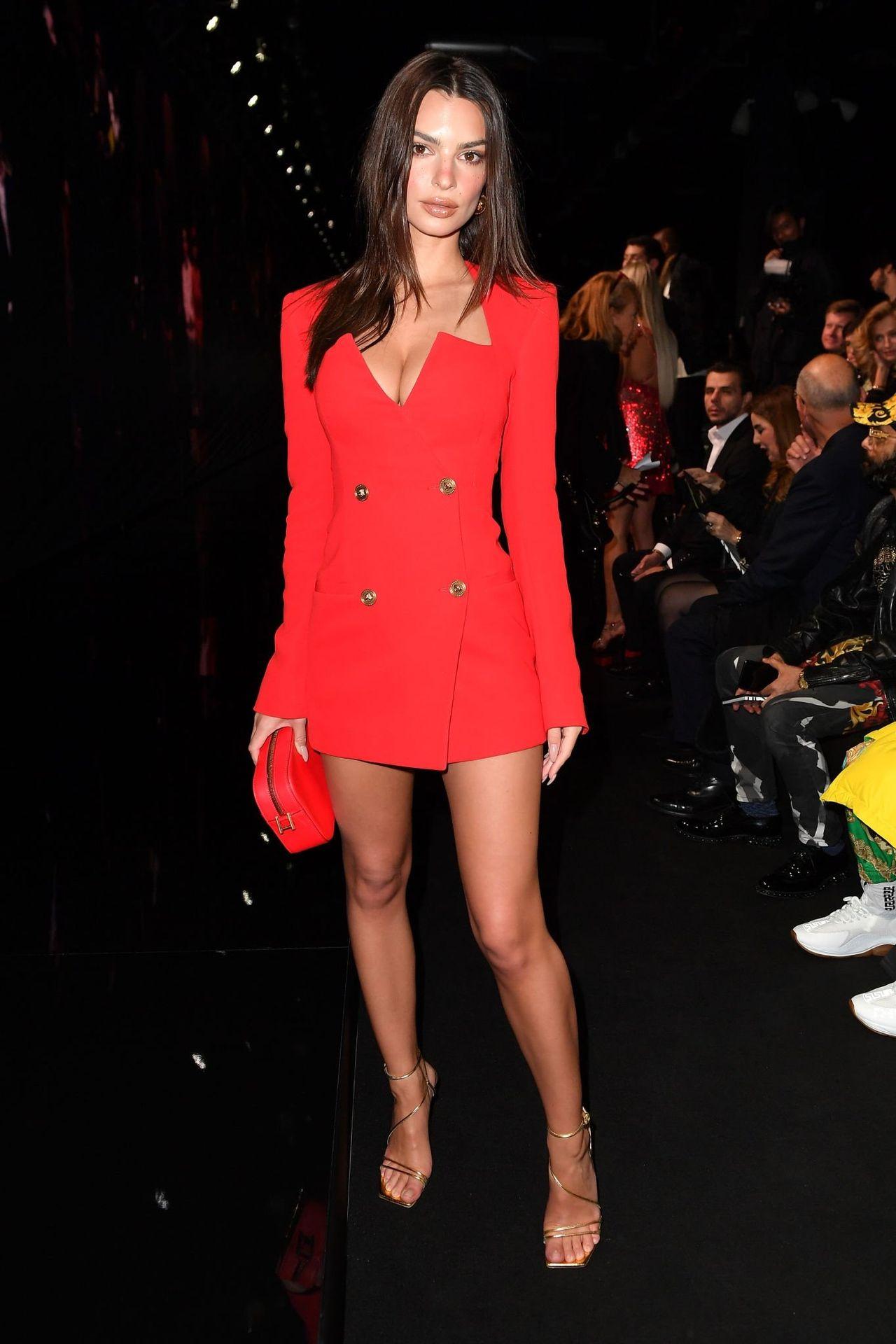 Emily Ratajkowski Stuns At The Versace Fashion Show During Milan Fashion Week 0008