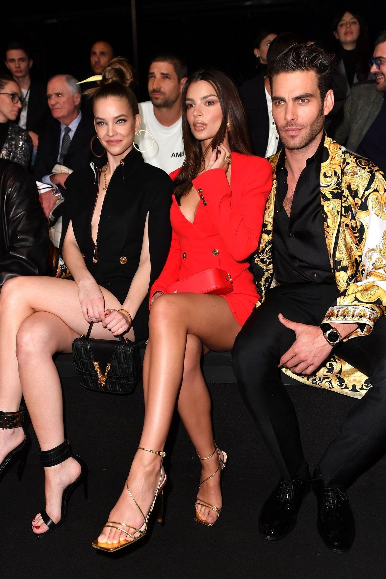 Emily Ratajkowski Stuns At The Versace Fashion Show During Milan Fashion Week 0011