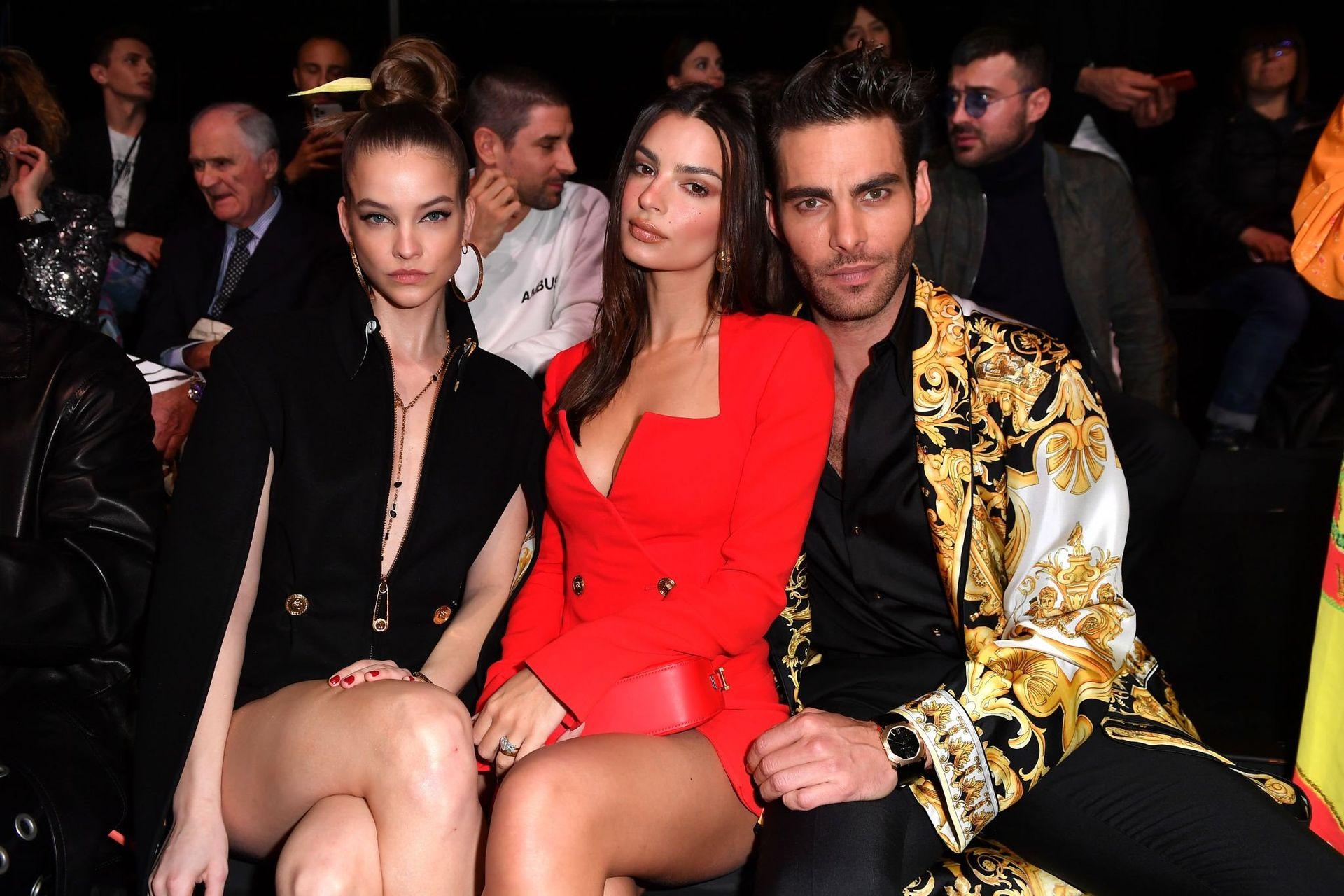 Emily Ratajkowski Stuns At The Versace Fashion Show During Milan Fashion Week 0017