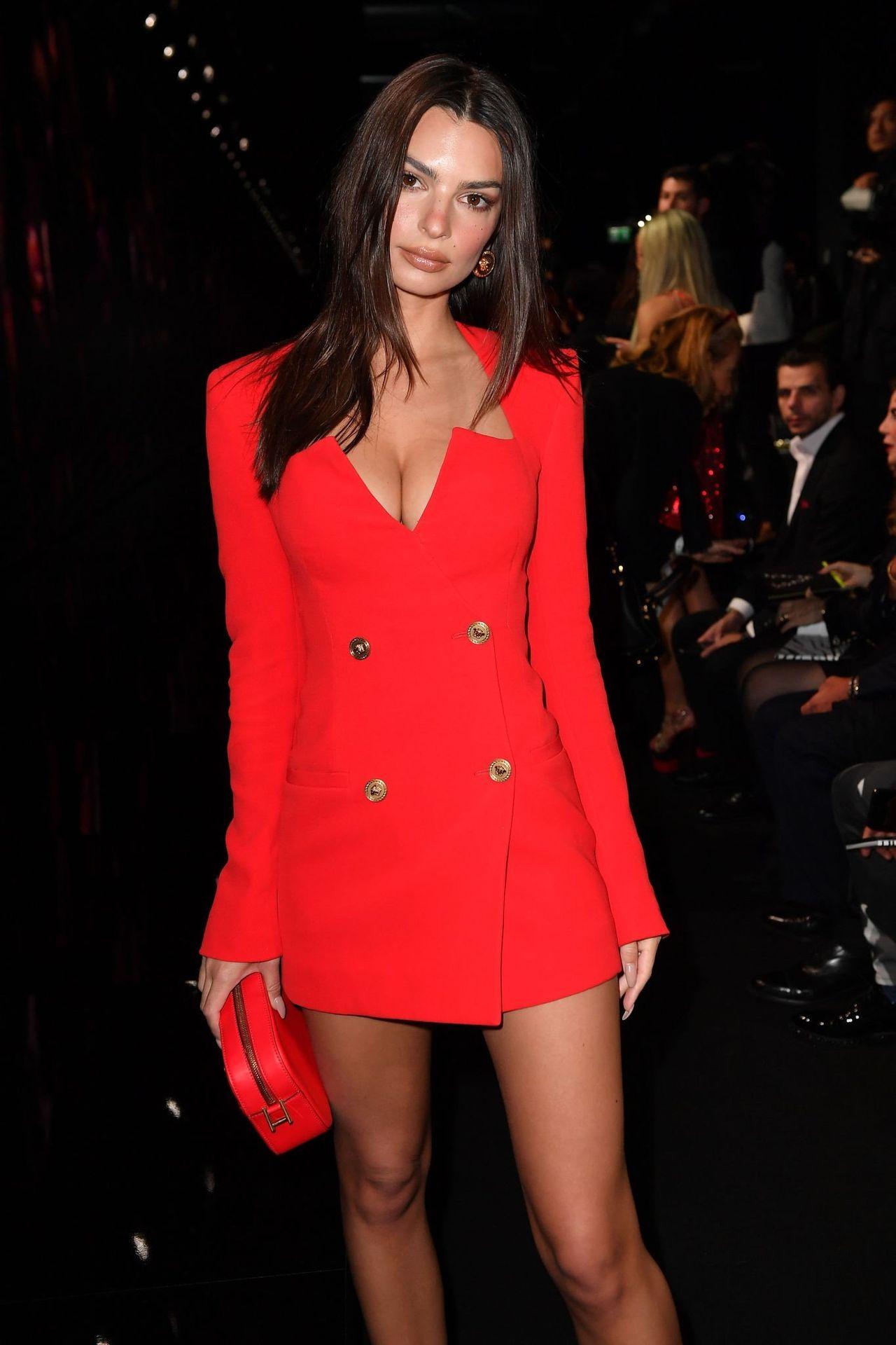 Emily Ratajkowski Stuns At The Versace Fashion Show During Milan Fashion Week 0024