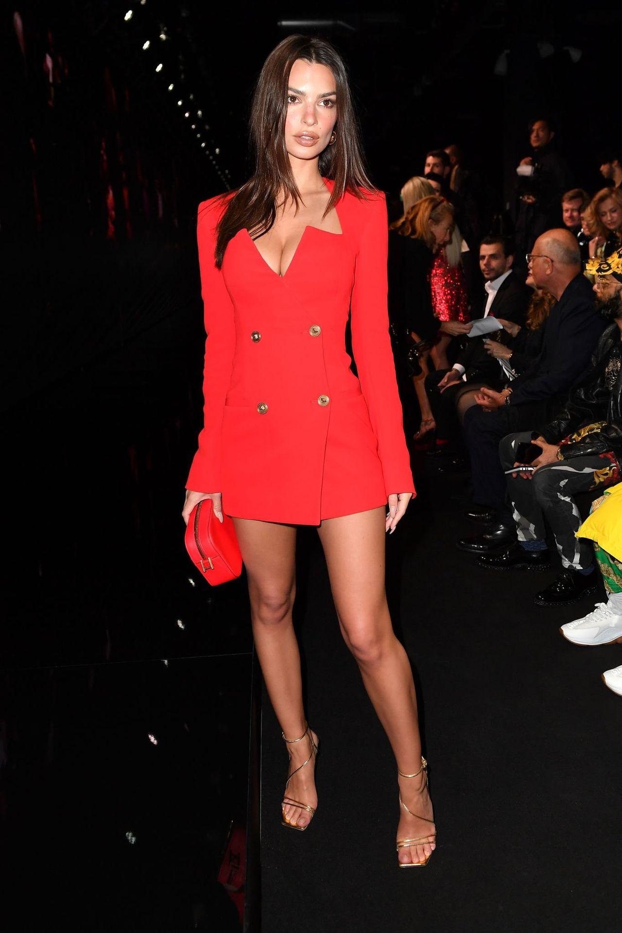 Emily Ratajkowski Stuns At The Versace Fashion Show During Milan Fashion Week 0028