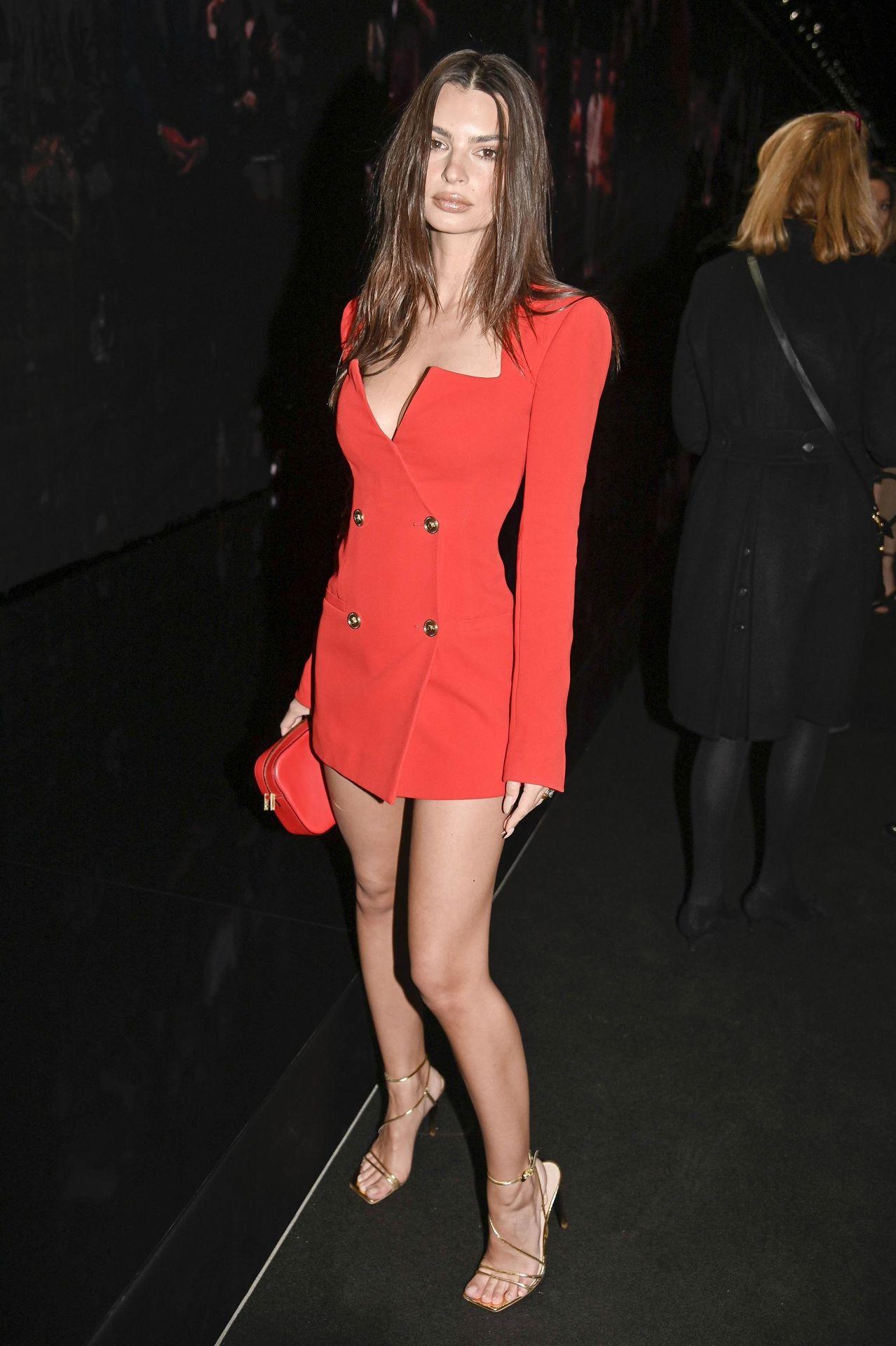 Emily Ratajkowski Stuns At The Versace Fashion Show During Milan Fashion Week 0036