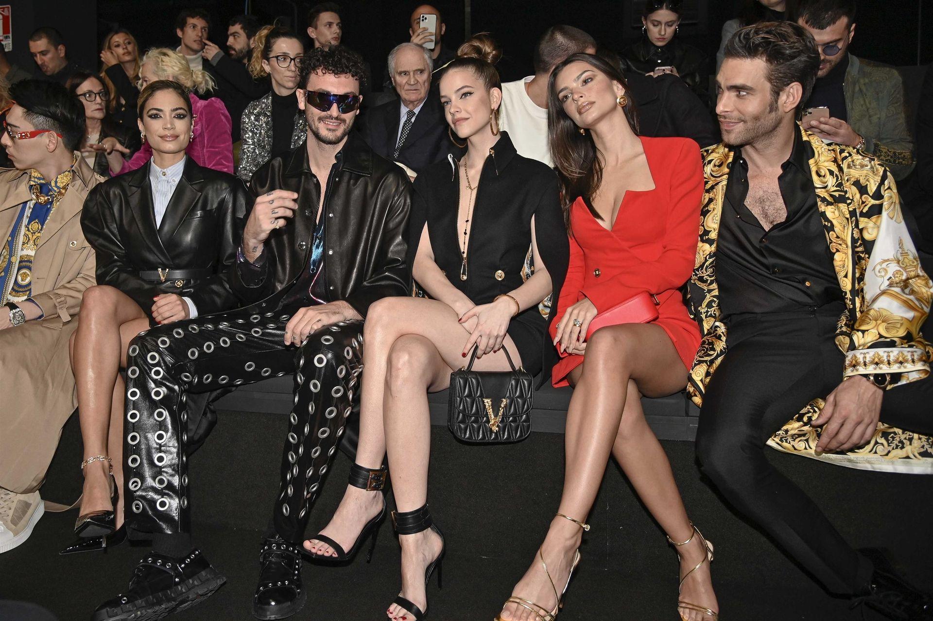 Emily Ratajkowski Stuns At The Versace Fashion Show During Milan Fashion Week 0041