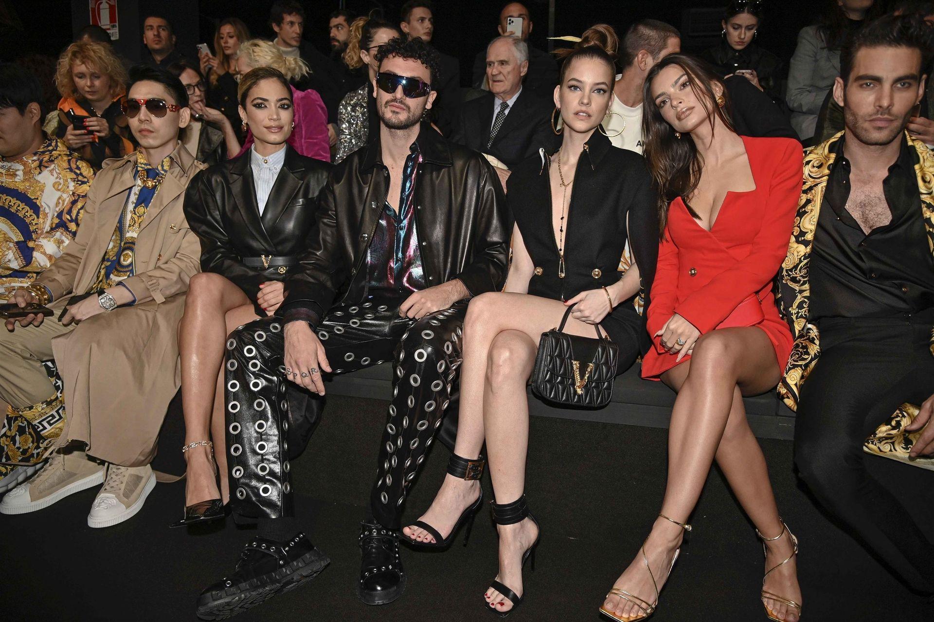 Emily Ratajkowski Stuns At The Versace Fashion Show During Milan Fashion Week 0043