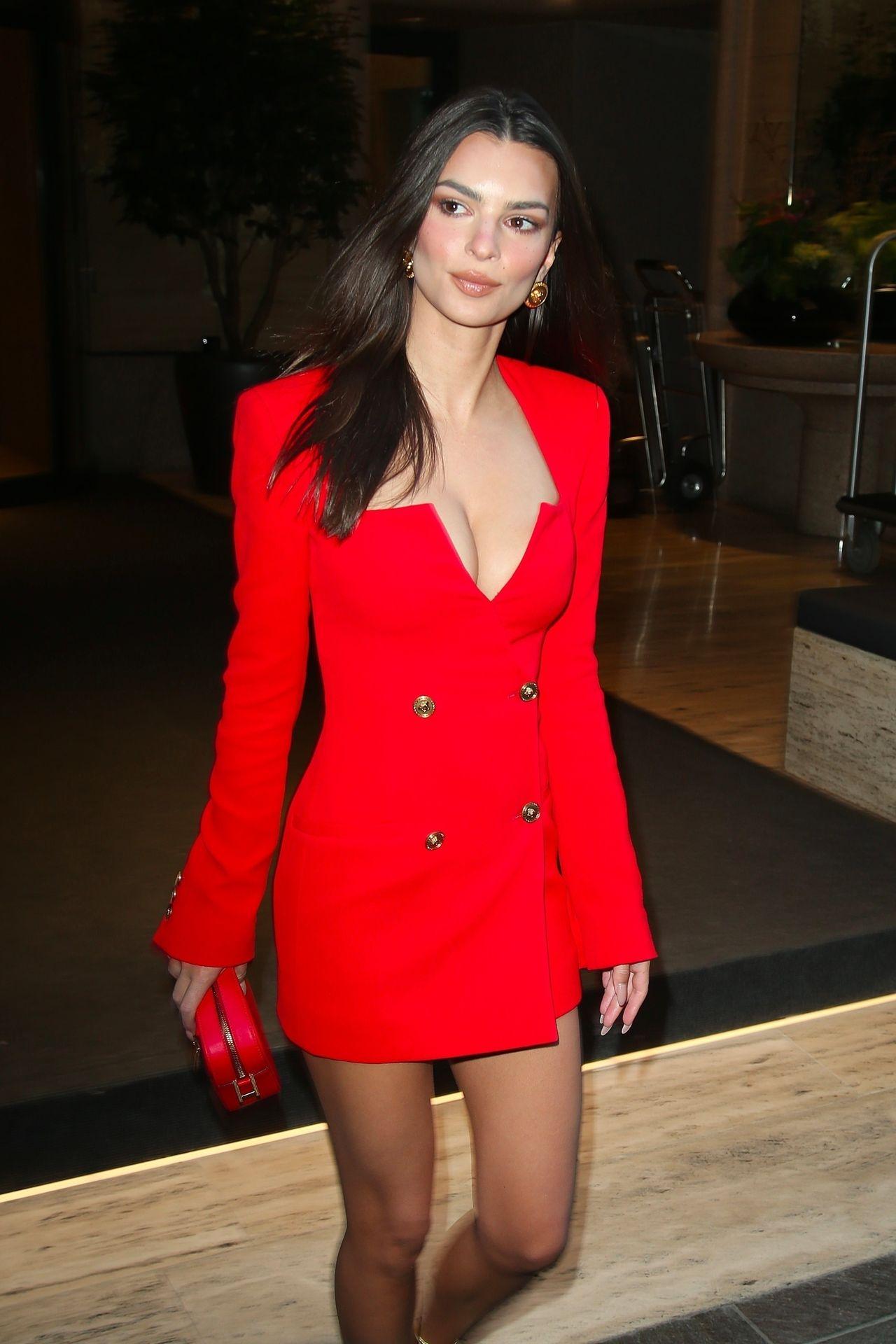 Emily Ratajkowski Stuns At The Versace Fashion Show During Milan Fashion Week 0044