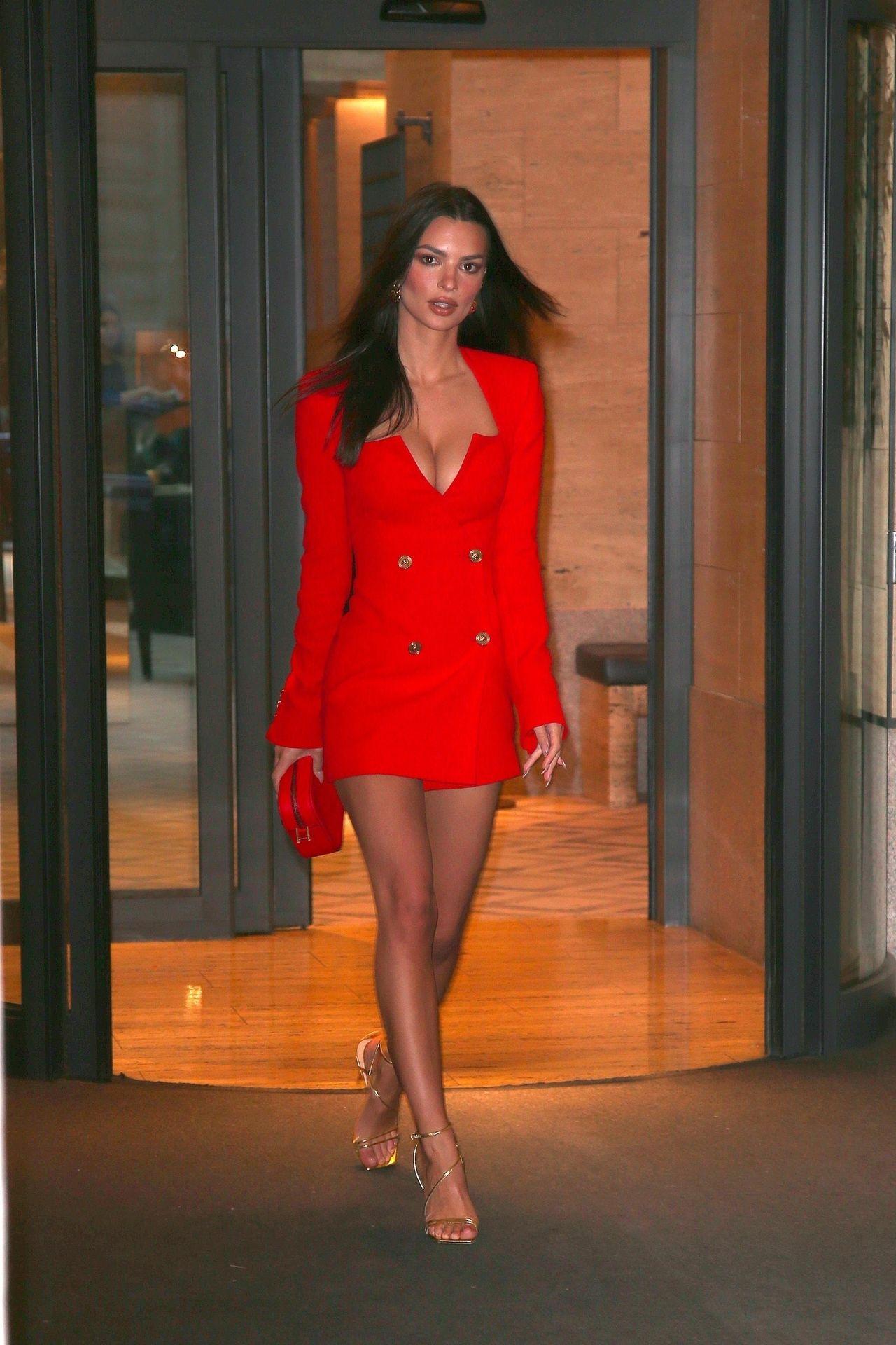 Emily Ratajkowski Stuns At The Versace Fashion Show During Milan Fashion Week 0050