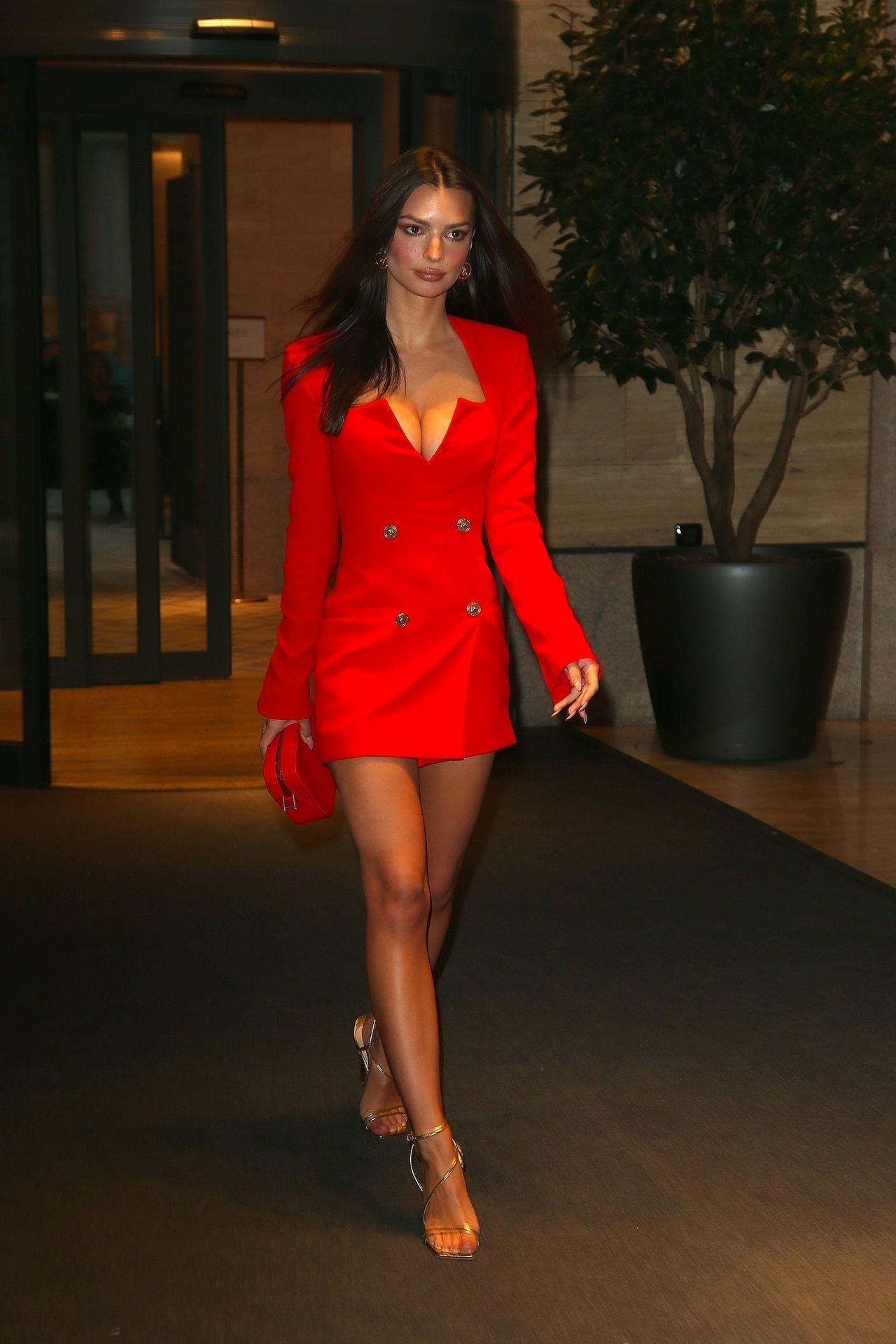 Emily Ratajkowski Stuns At The Versace Fashion Show During Milan Fashion Week 0051