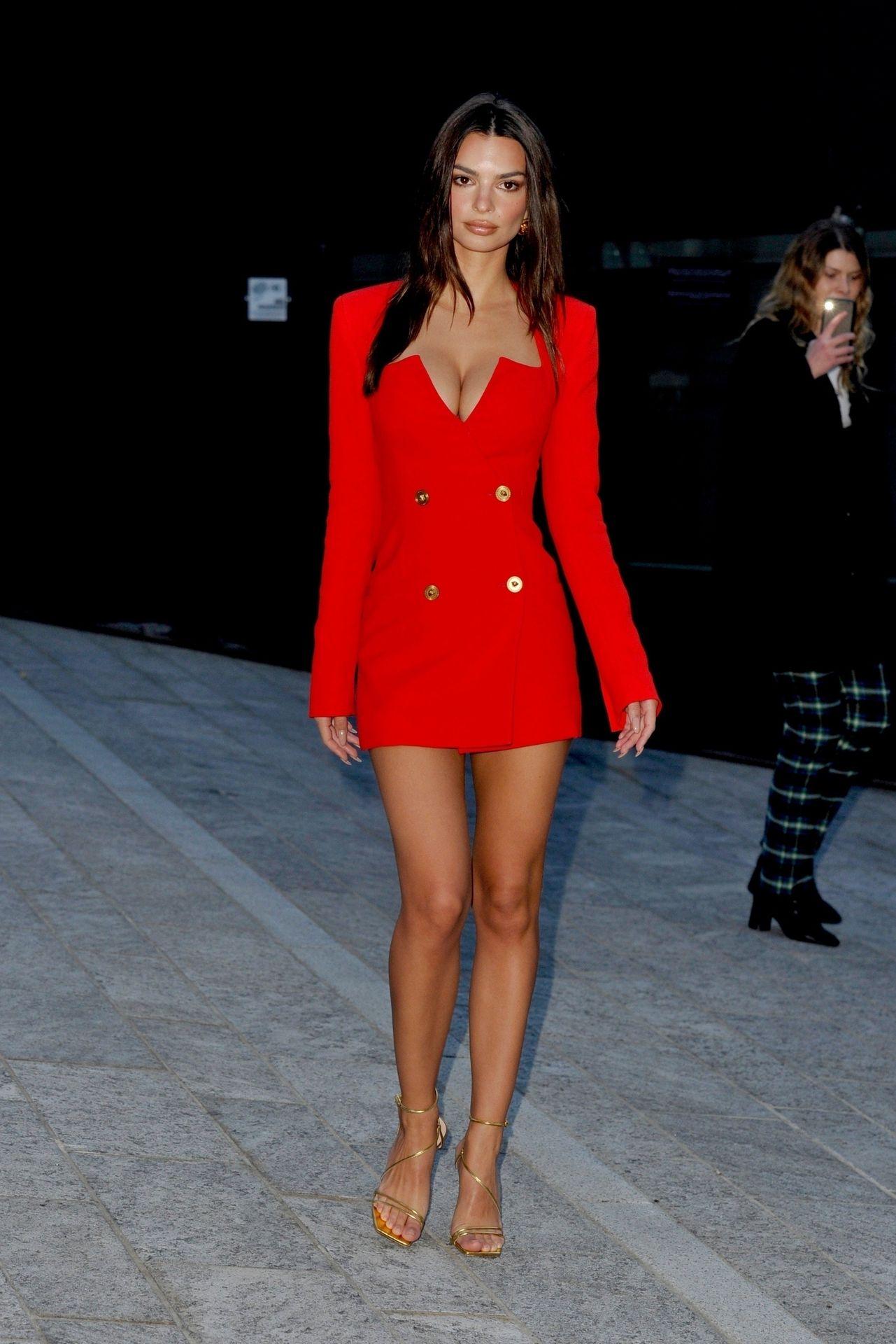 Emily Ratajkowski Stuns At The Versace Fashion Show During Milan Fashion Week 0063