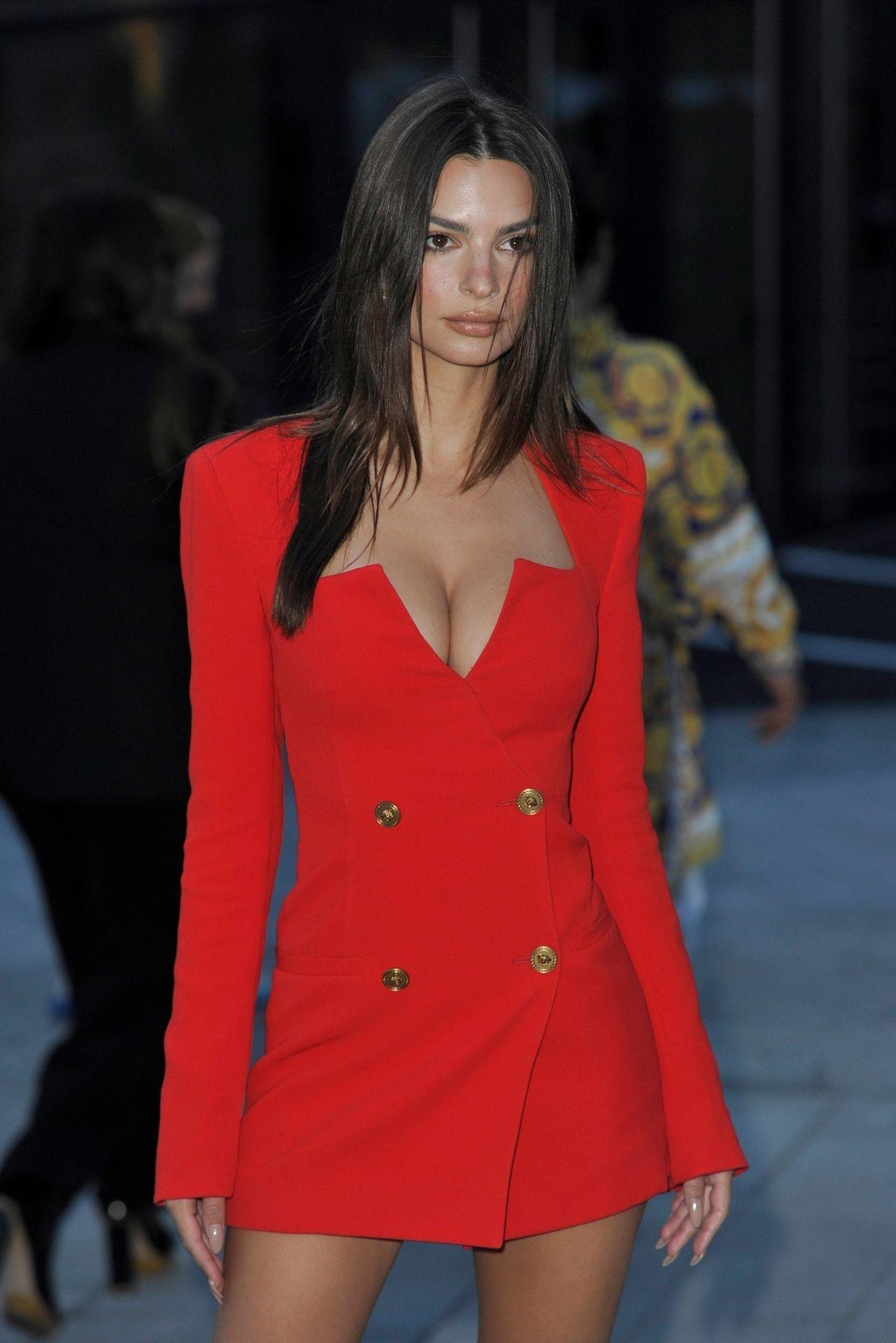 Emily Ratajkowski Stuns At The Versace Fashion Show During Milan Fashion Week 0065
