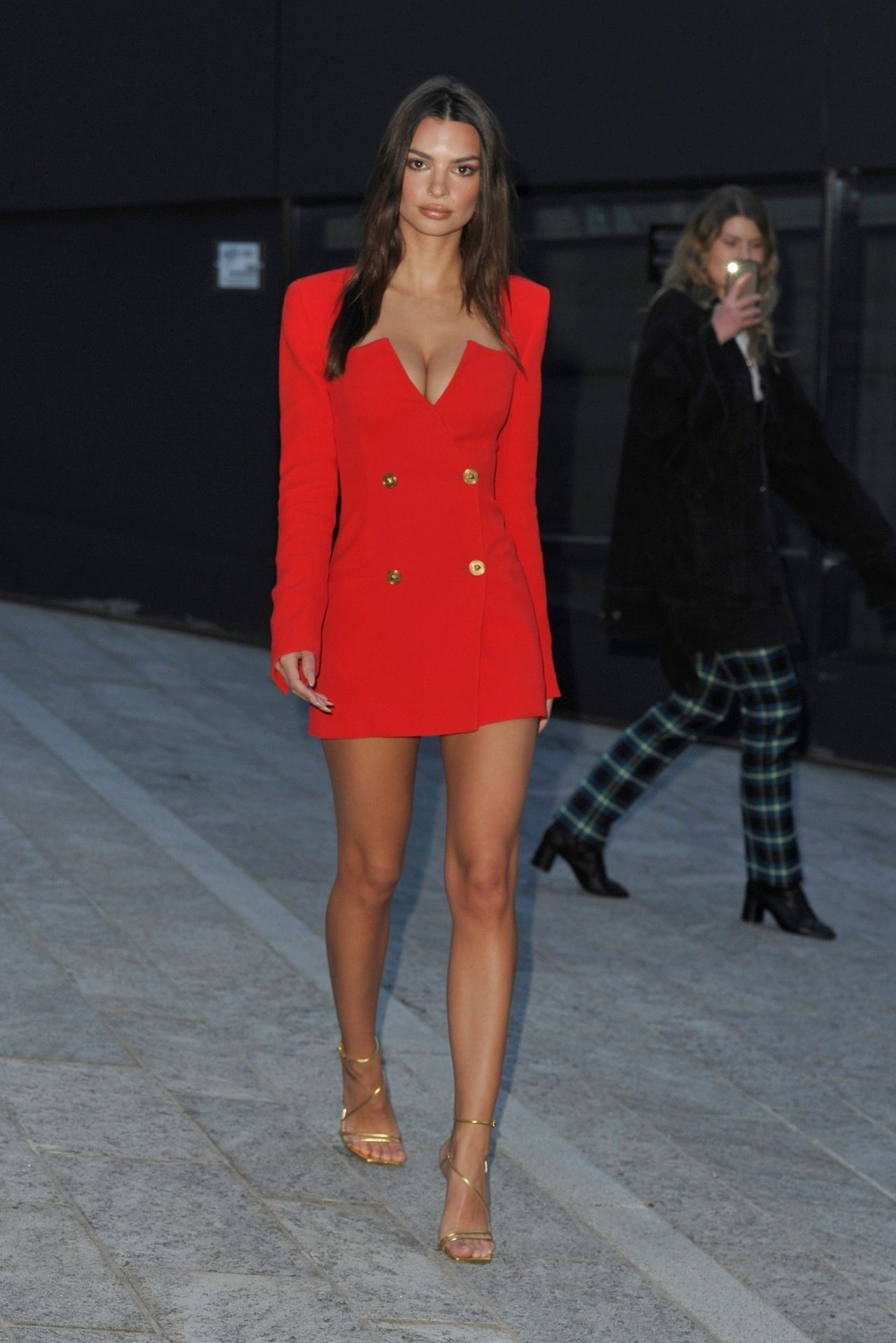 Emily Ratajkowski Stuns At The Versace Fashion Show During Milan Fashion Week 0068
