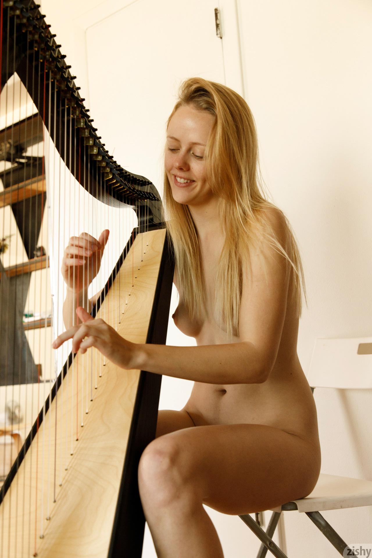 Helen Bergstrom Show Me Your Strings Zishy (13)