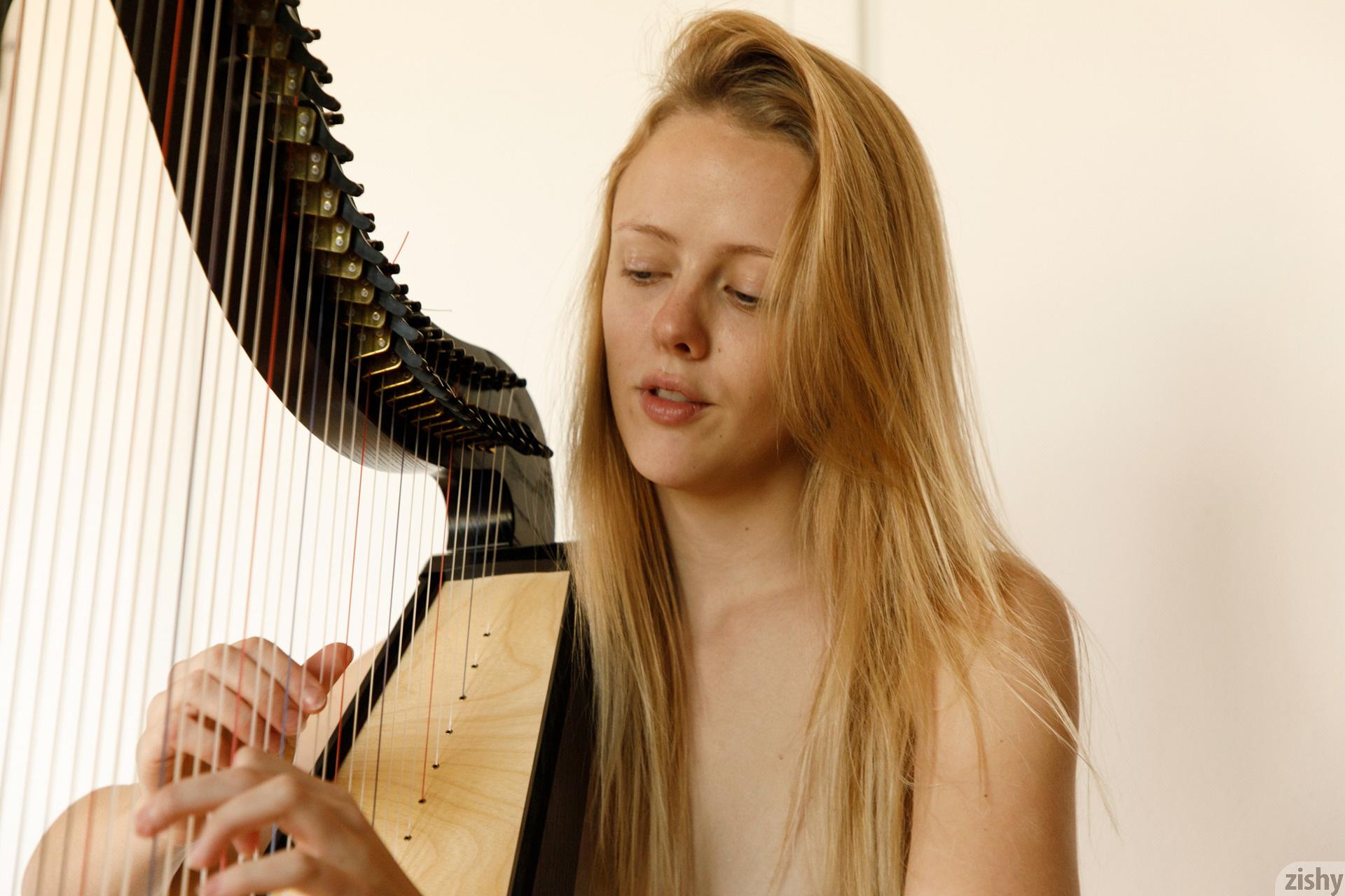 Helen Bergstrom Show Me Your Strings Zishy (15)