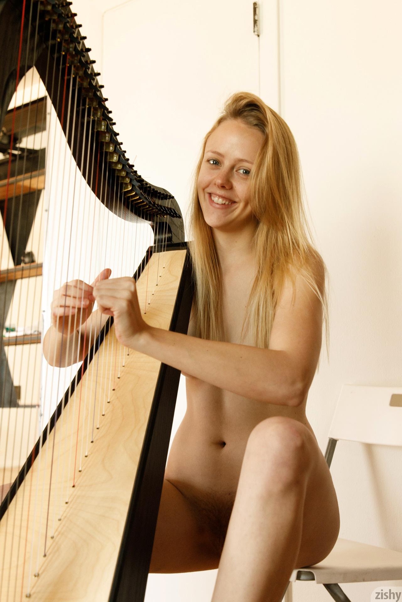 Helen Bergstrom Show Me Your Strings Zishy (17)
