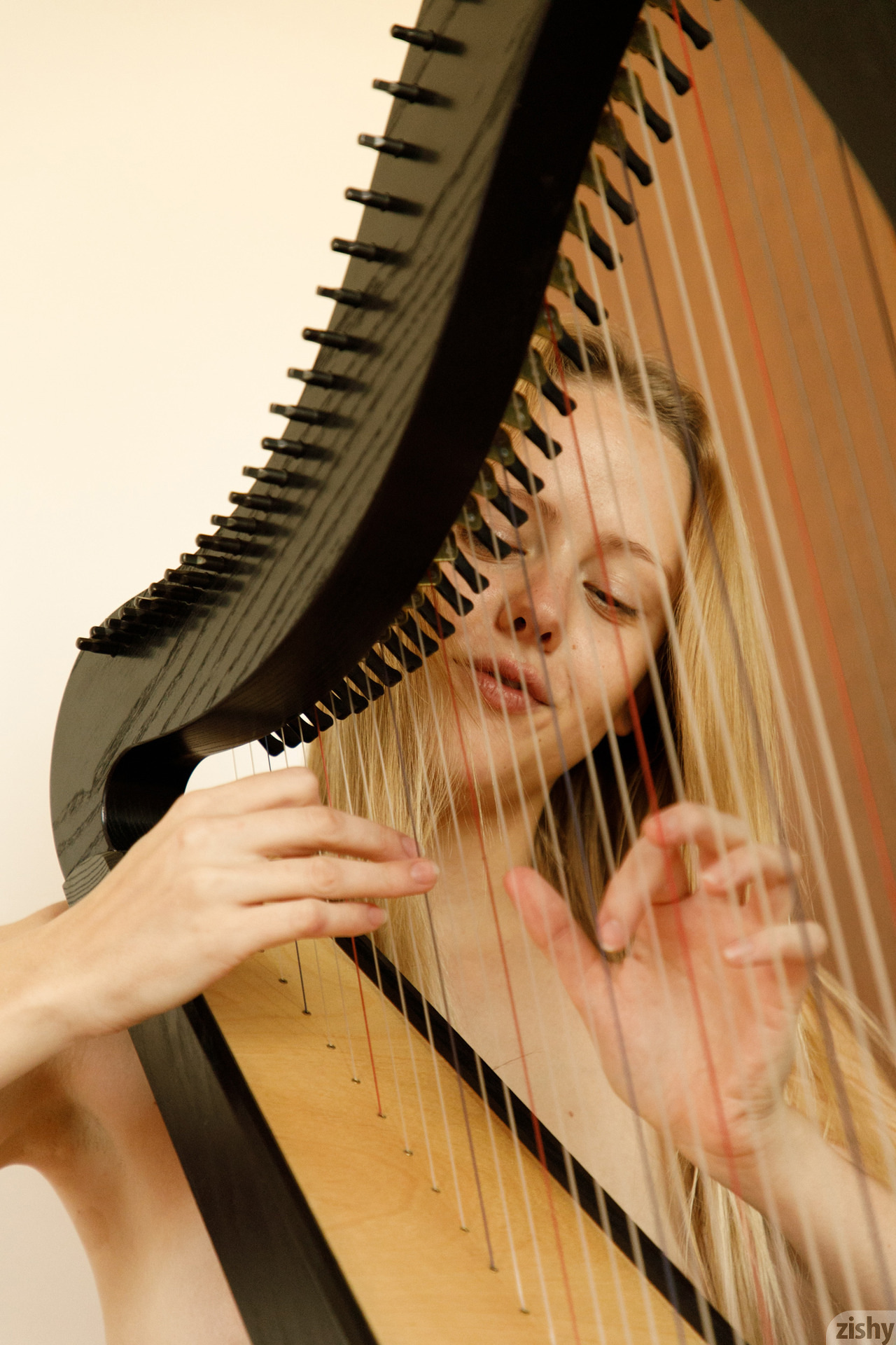 Helen Bergstrom Show Me Your Strings Zishy (22)
