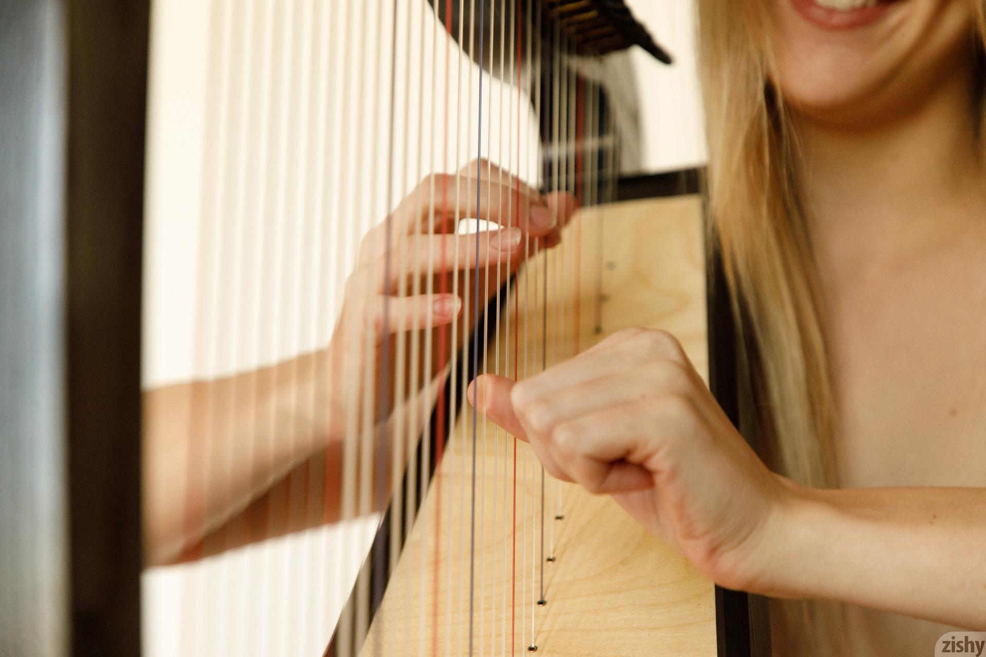 Helen Bergstrom Show Me Your Strings Zishy (23)
