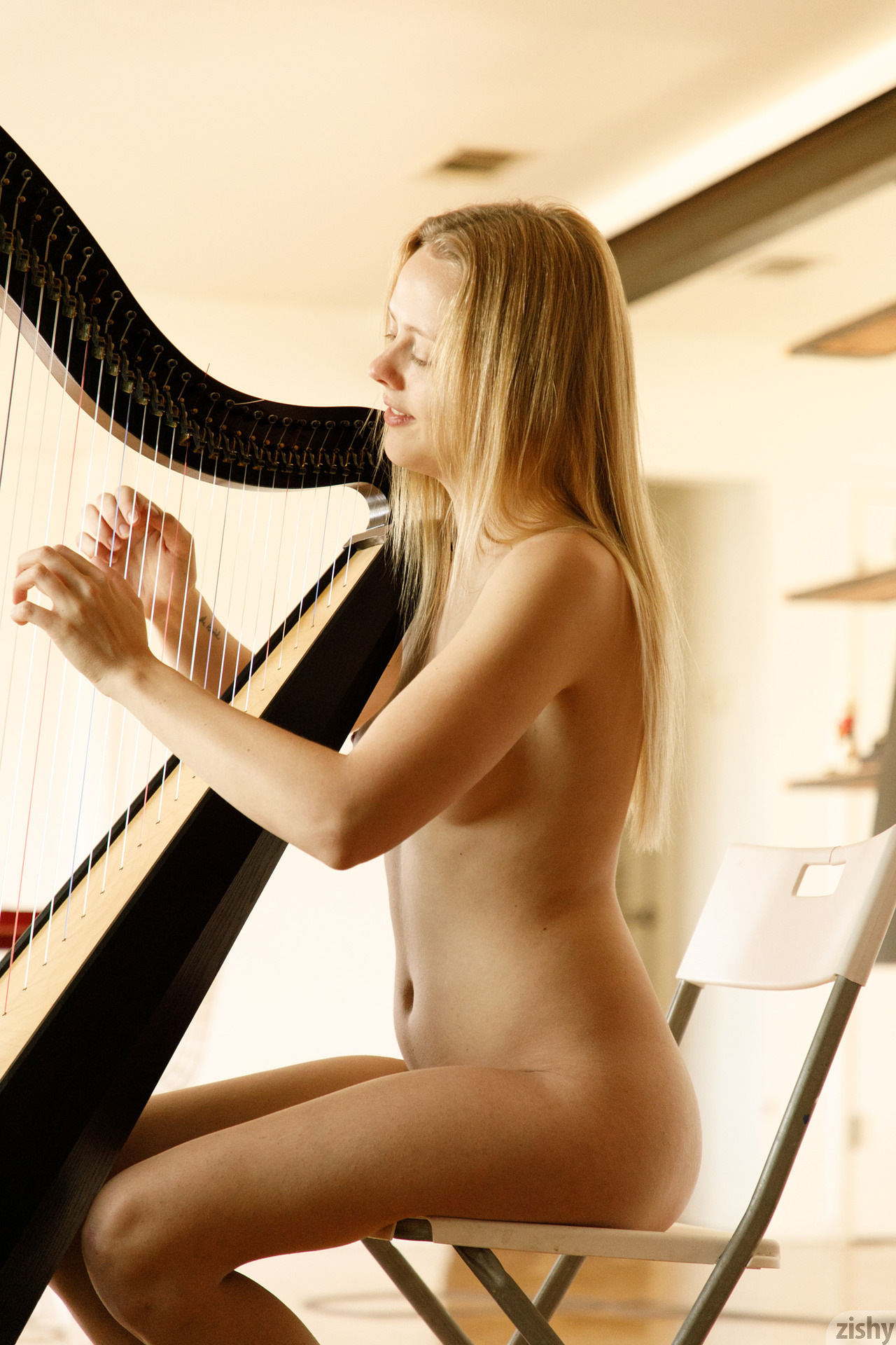 Helen Bergstrom Show Me Your Strings Zishy (26)