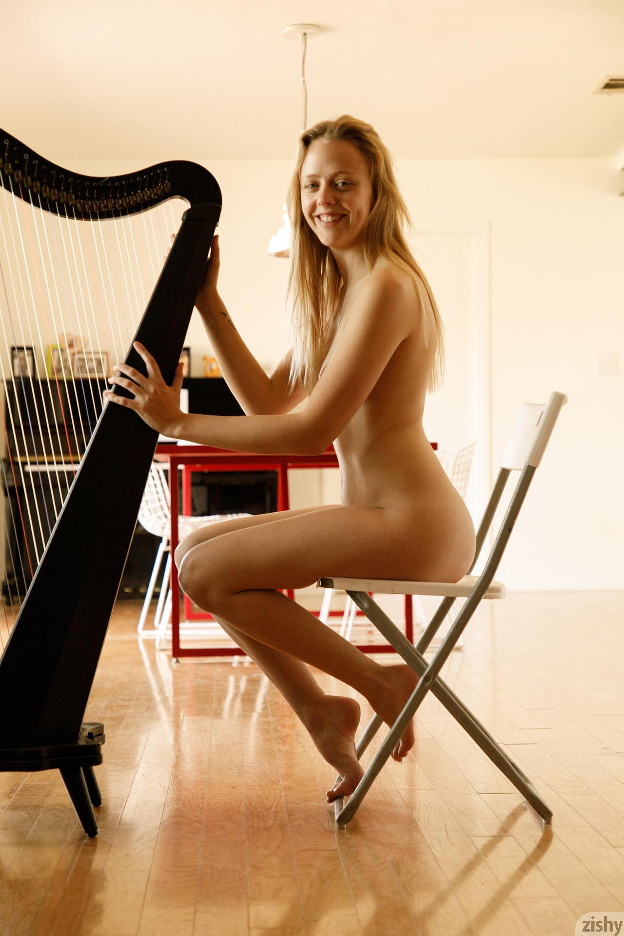 Helen Bergstrom Show Me Your Strings Zishy (27)