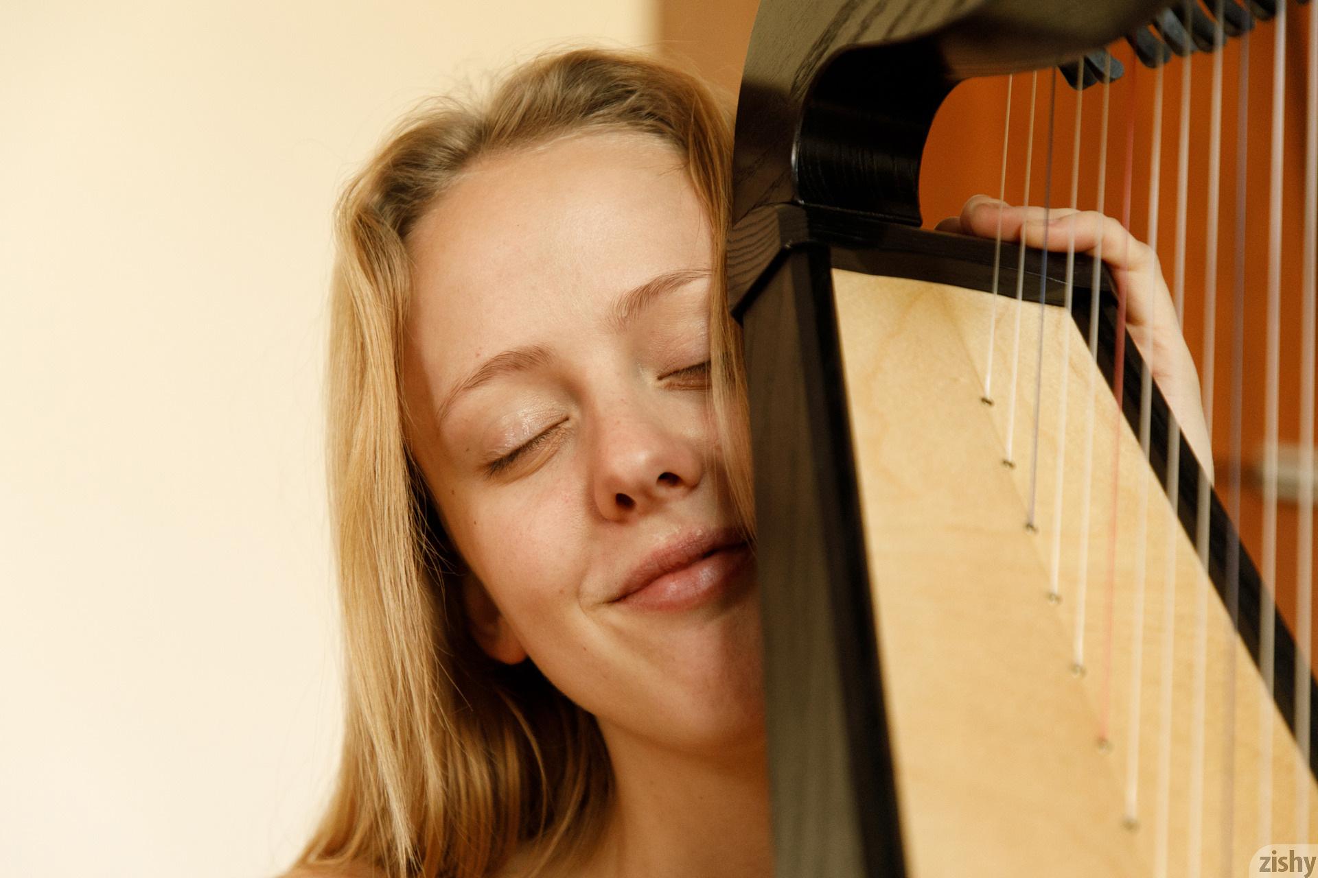 Helen Bergstrom Show Me Your Strings Zishy (34)