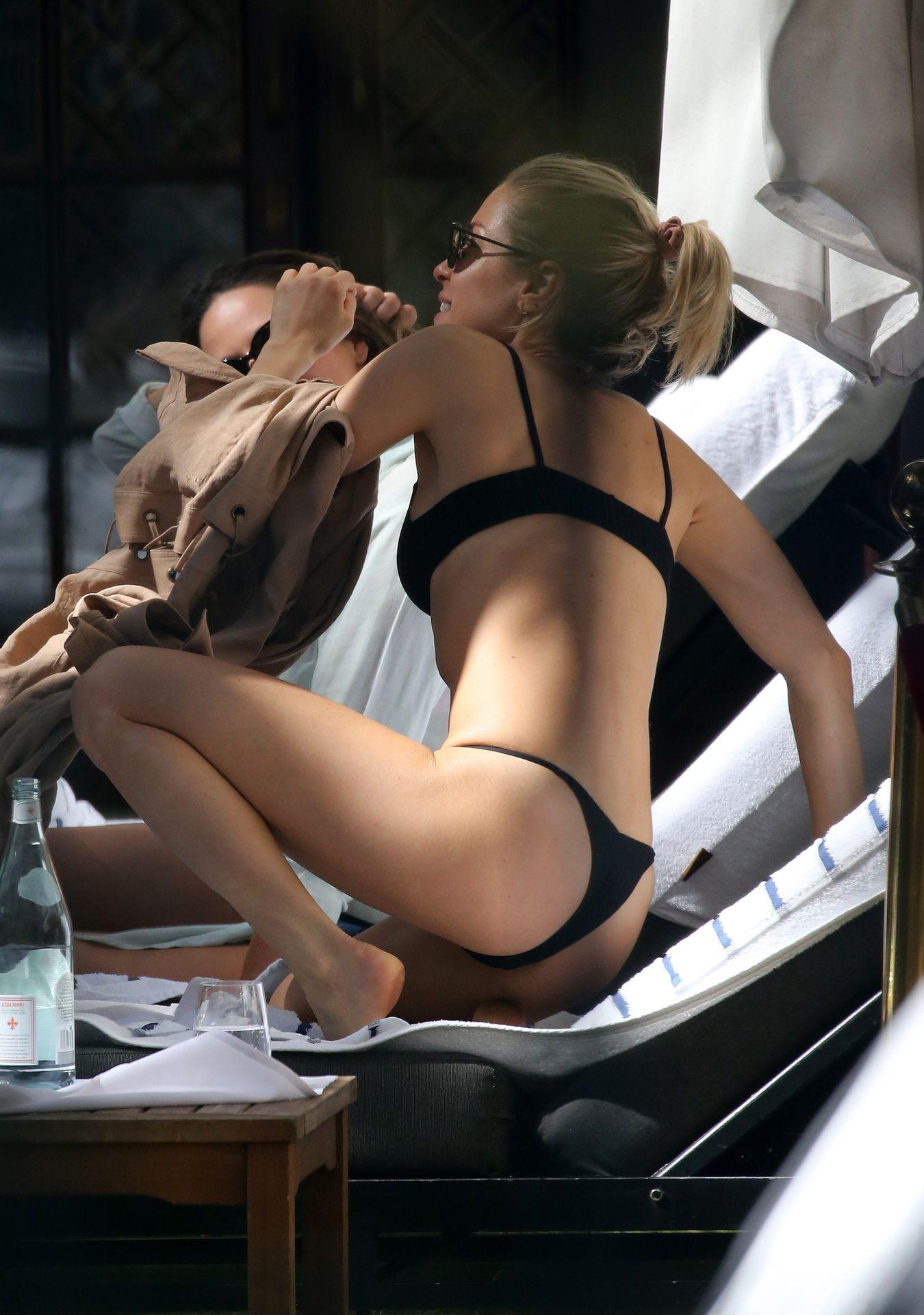 Kristin Cavallari Wears A Black Bikini In Miami 0016