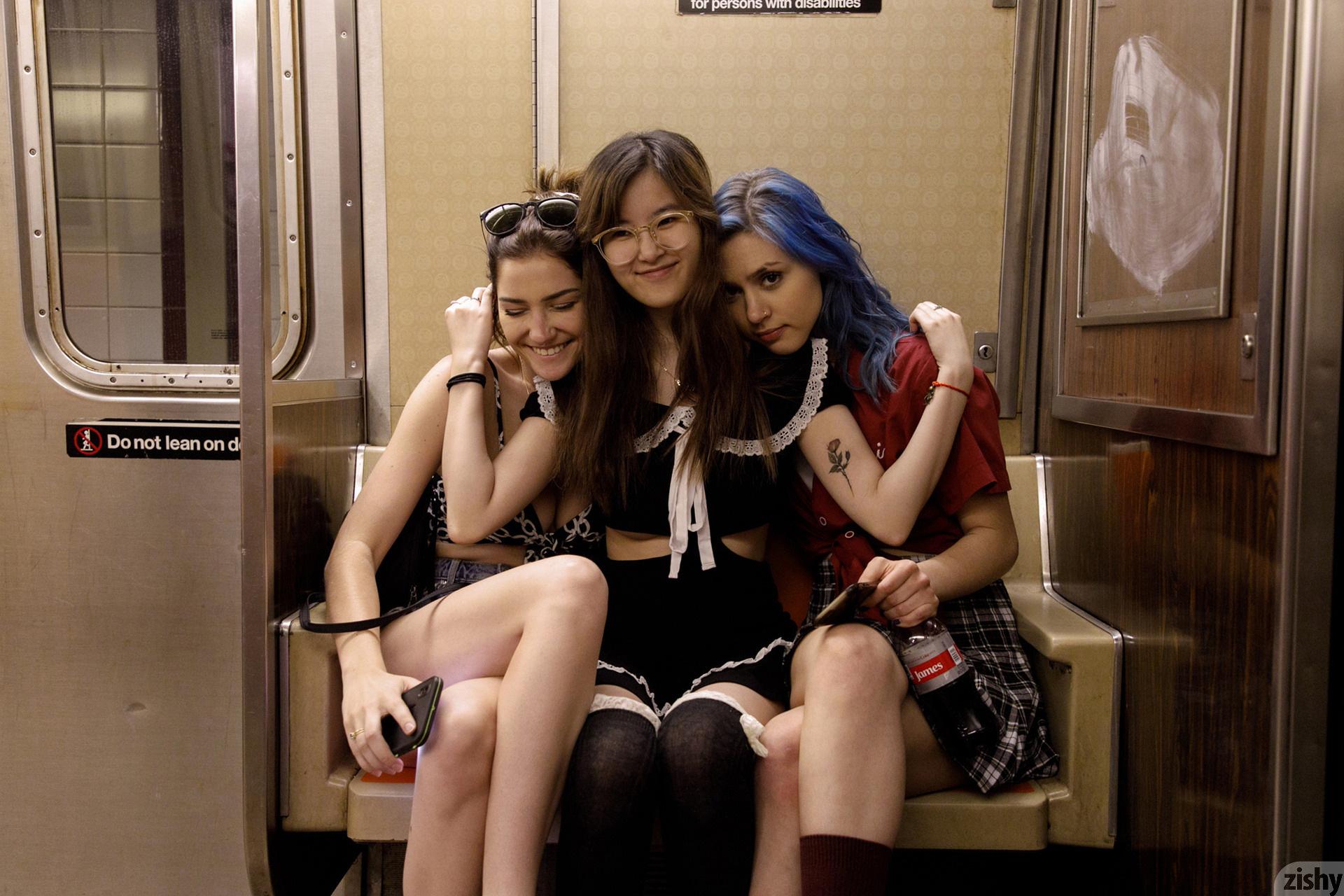 Three Girls One Schlub Zishy (62)