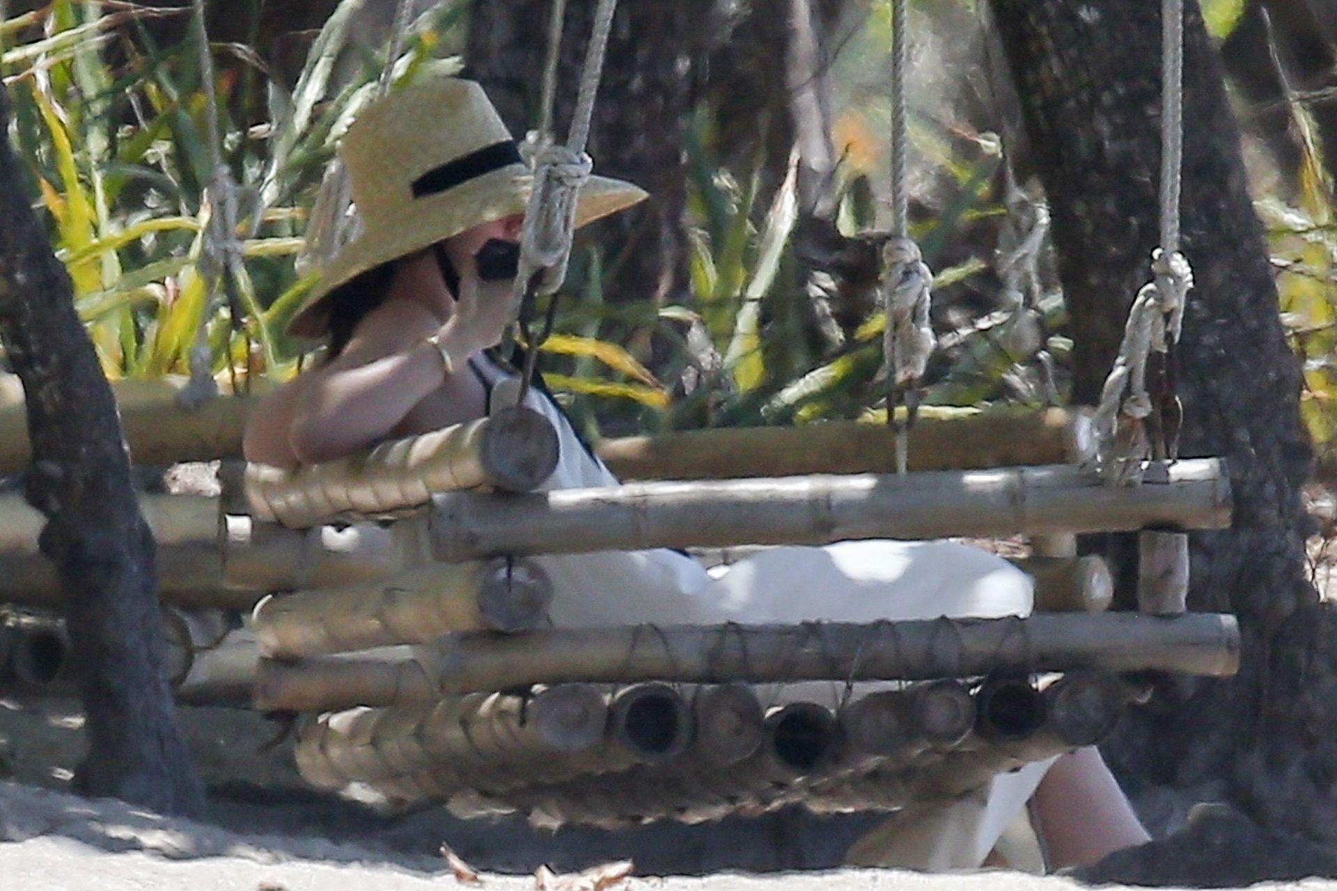 Ana De Armas Is Taking Selfies At The Beach 0006