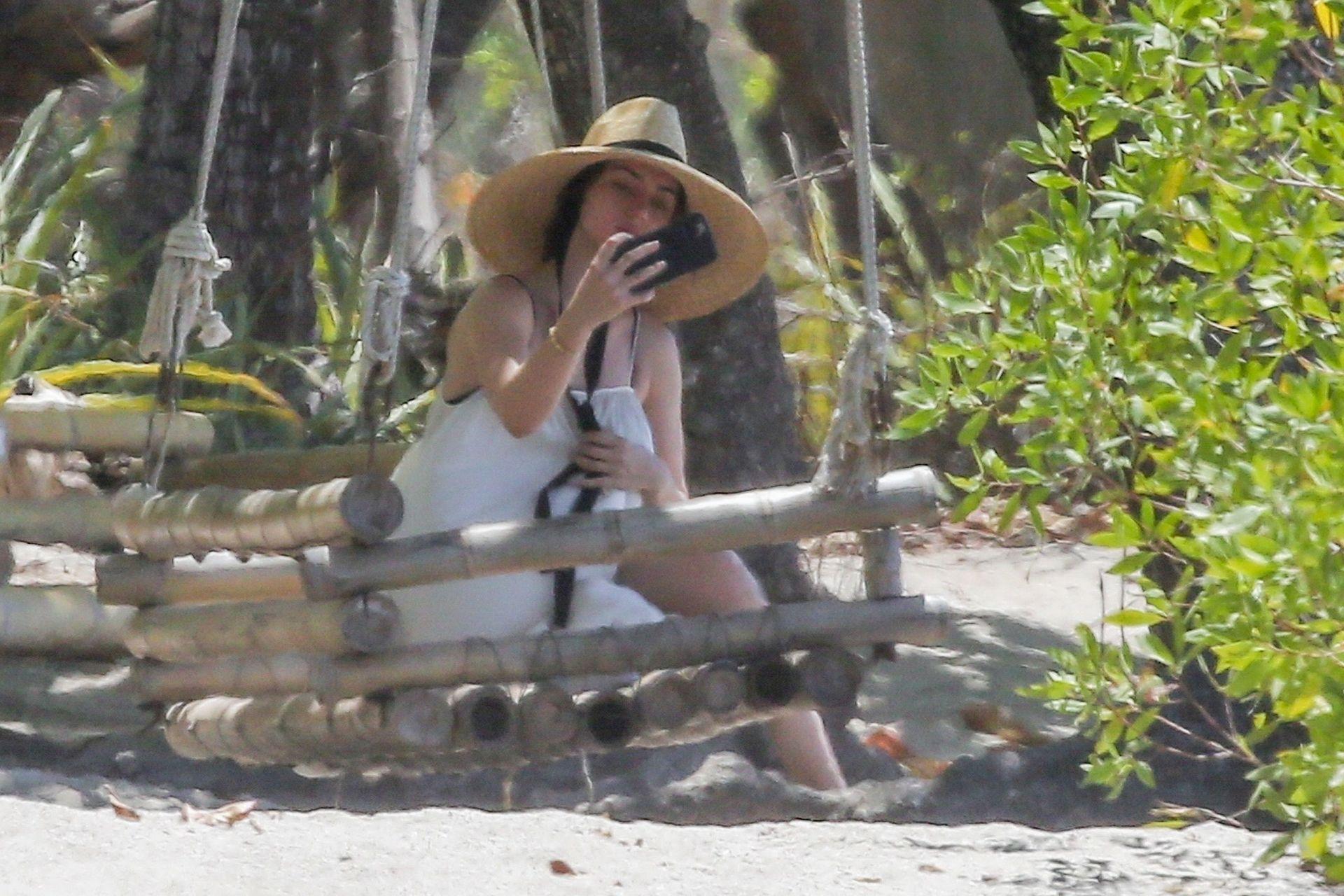 Ana De Armas Is Taking Selfies At The Beach 0010